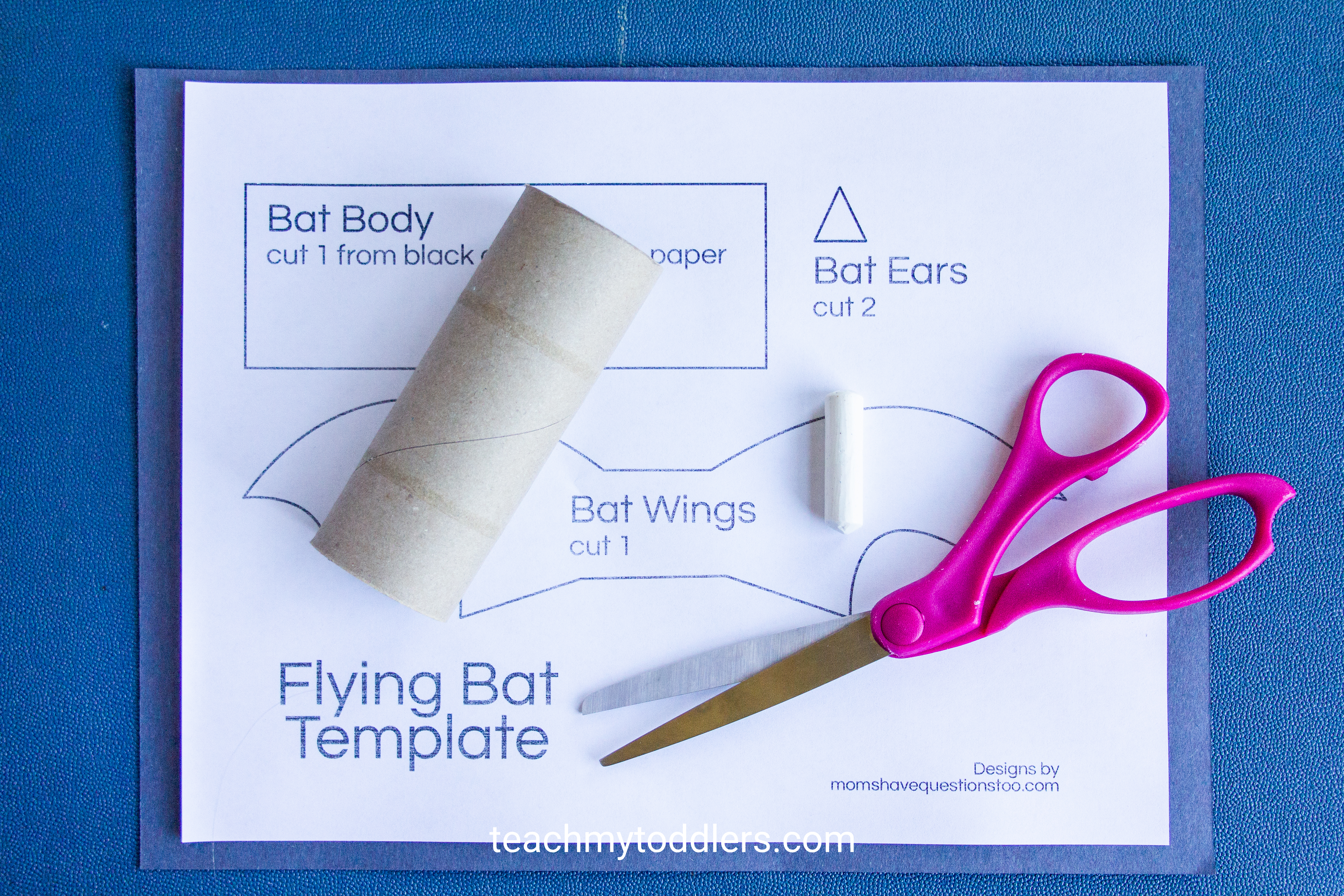 Discover how to make this fun paper bat craft for your toddler's halloween activity