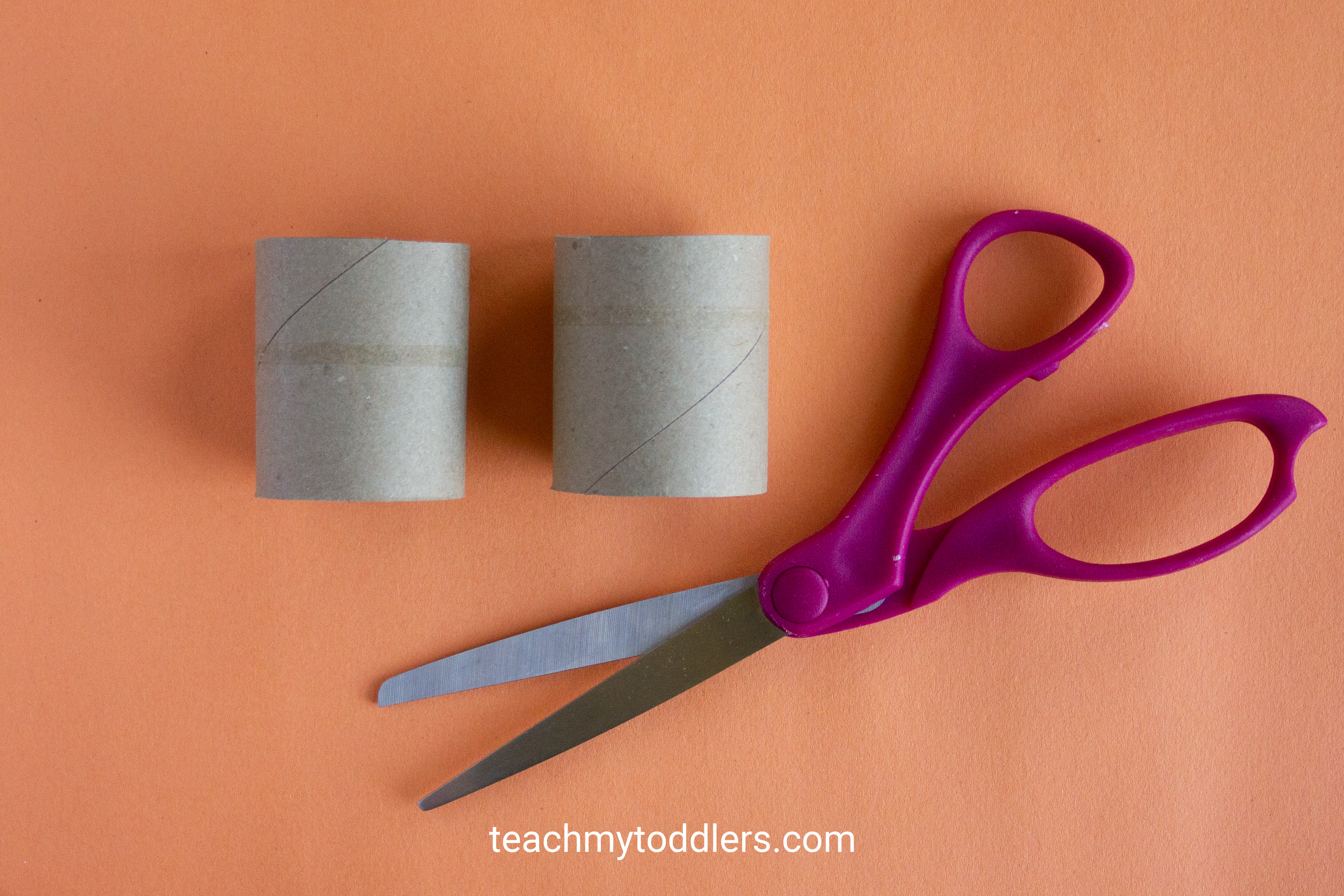 Find out how to make this fun paper bat craft for toddler's halloween activity