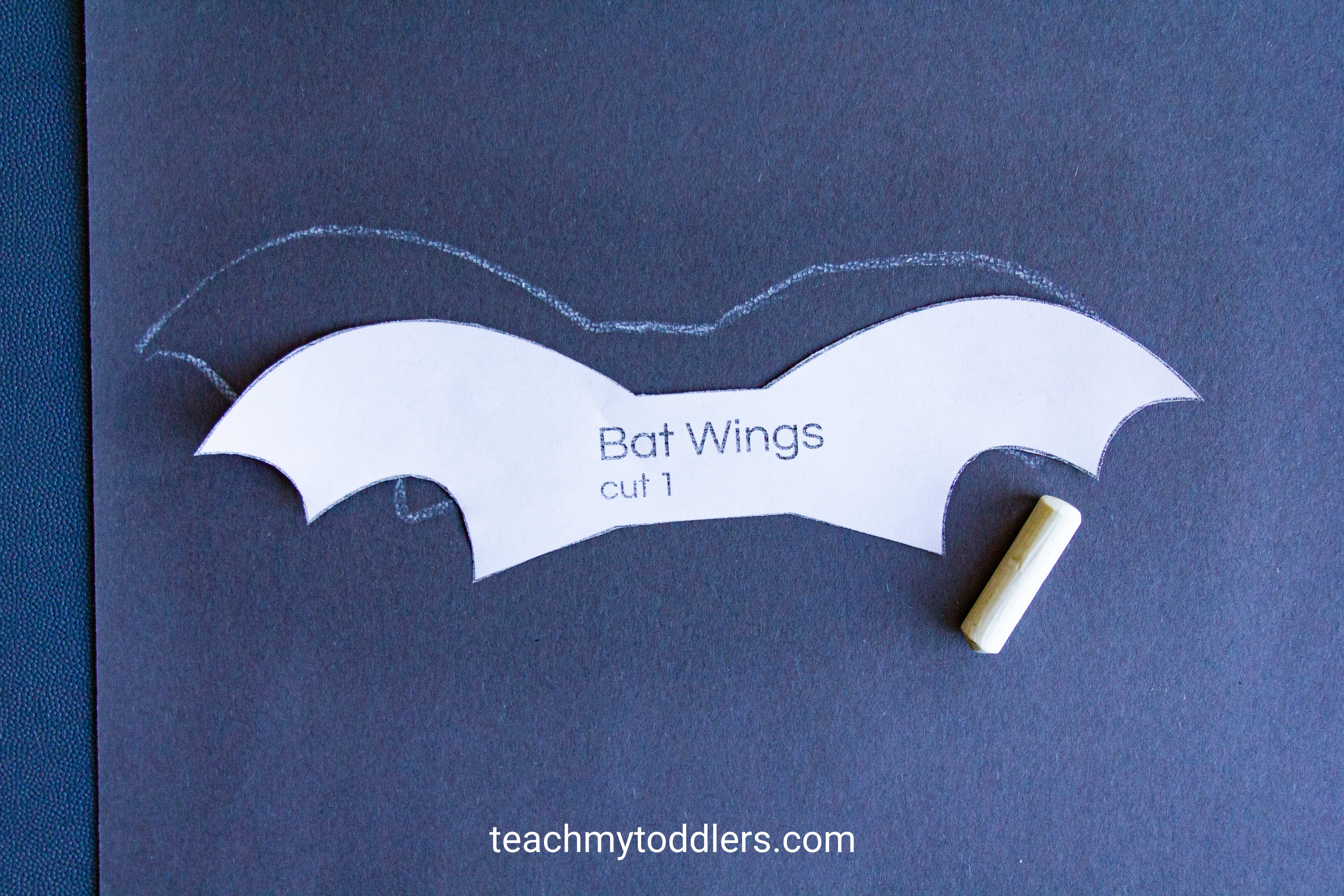Learn how to make this fun paper bat craft for toddler's halloween activity