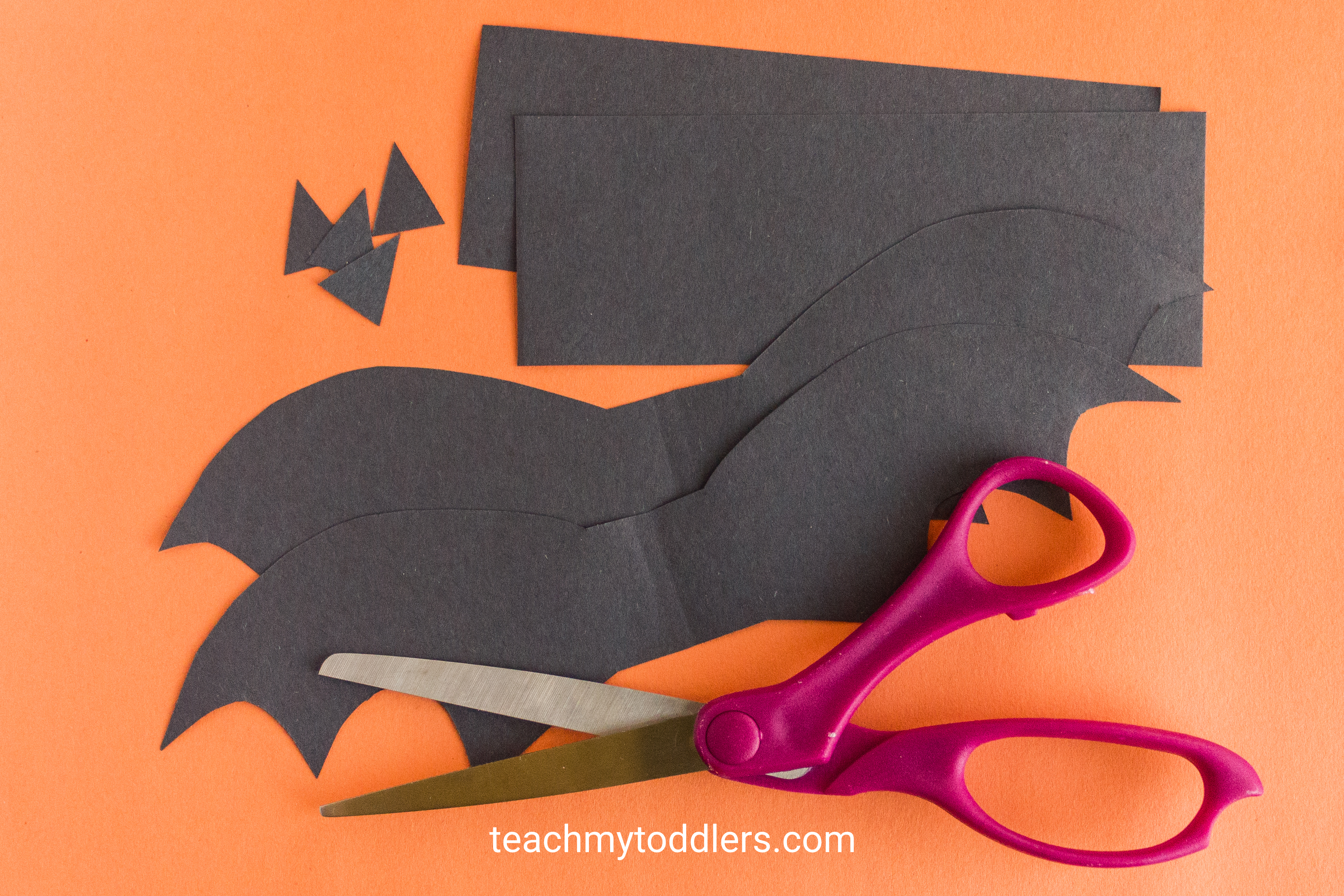Learn how to make this fun paper bat craft for your toddler's halloween activity