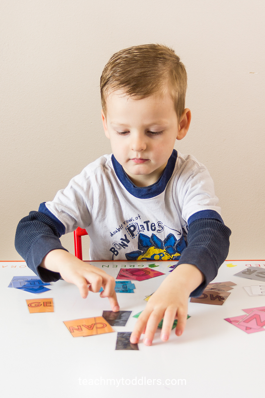 Teach toddlers colors by using this color puzzle game to help kids to match colors