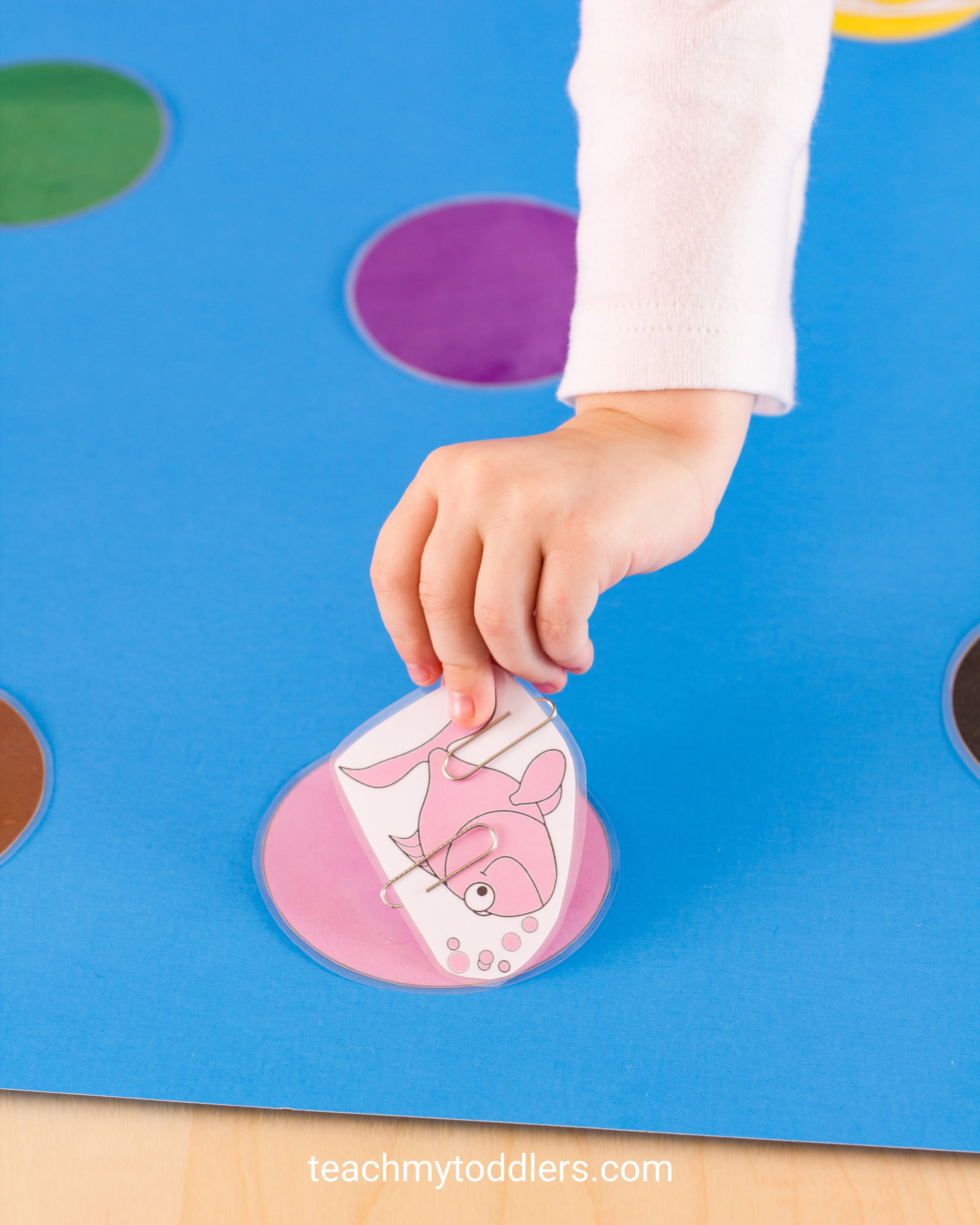 This fishing game is a fun activity to teach your toddlers colors