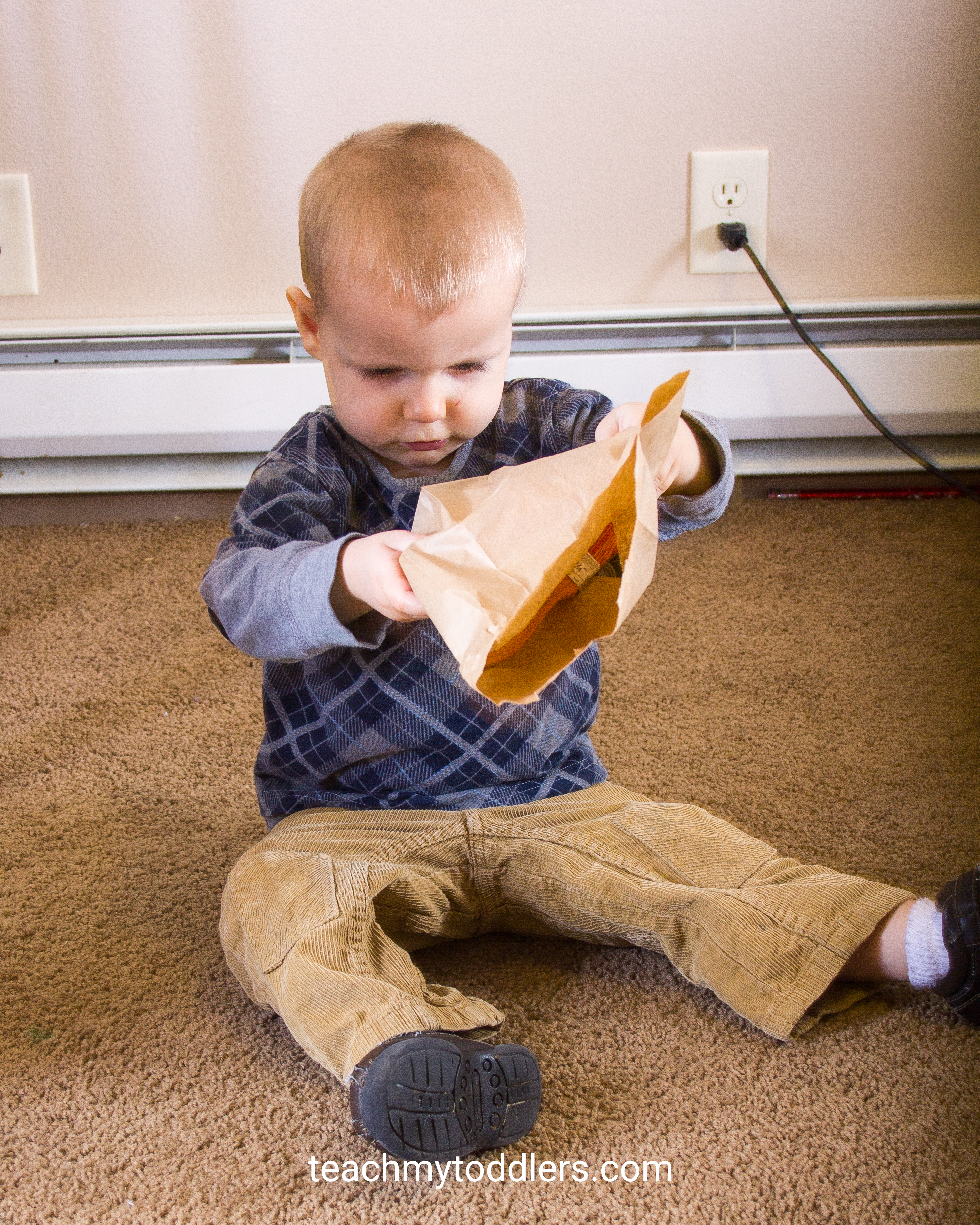 A fun way to teach toddlers colors with a scavenger hunt
