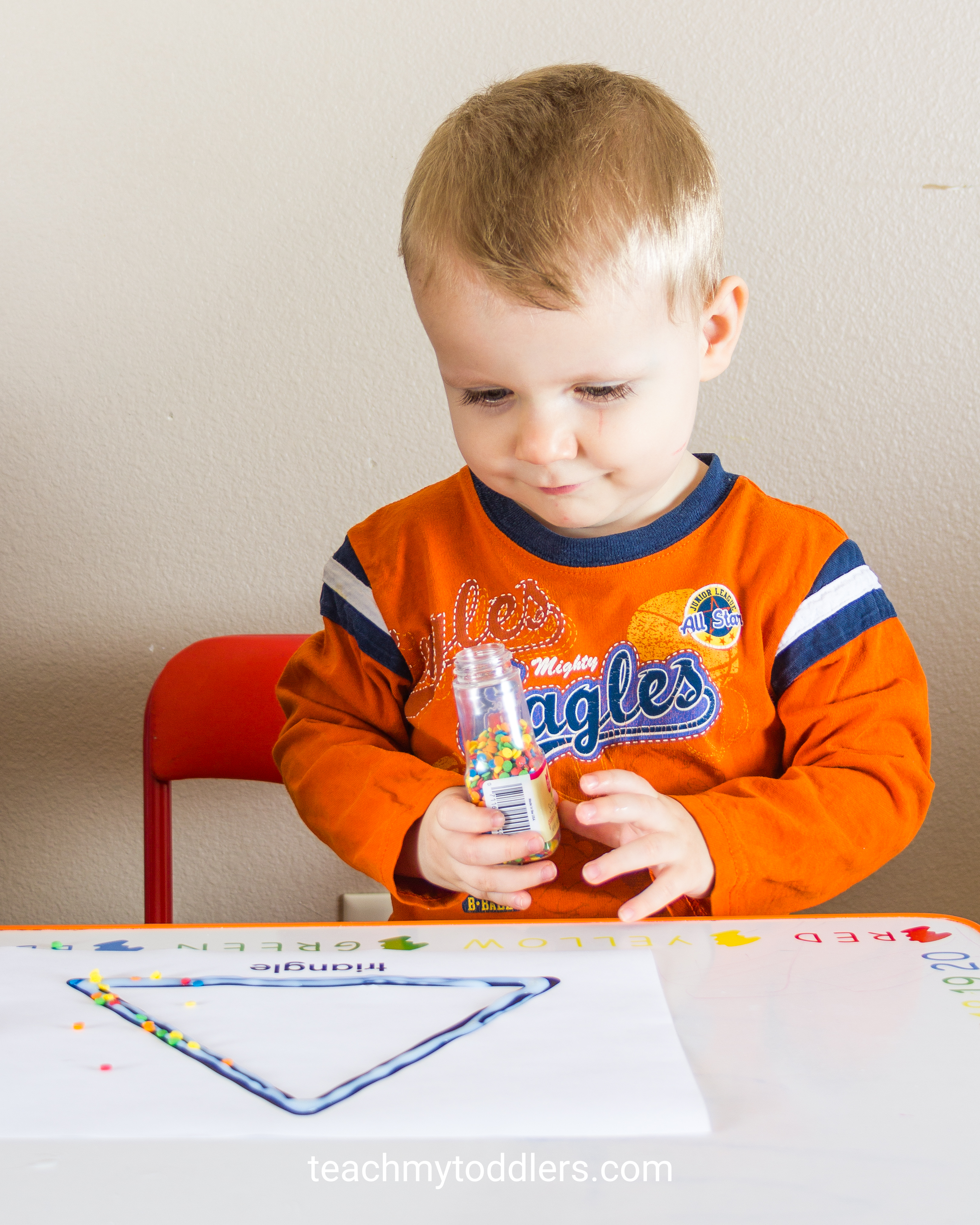 Find out how to use this fun decorating shapes activity to teach your toddlers shapes