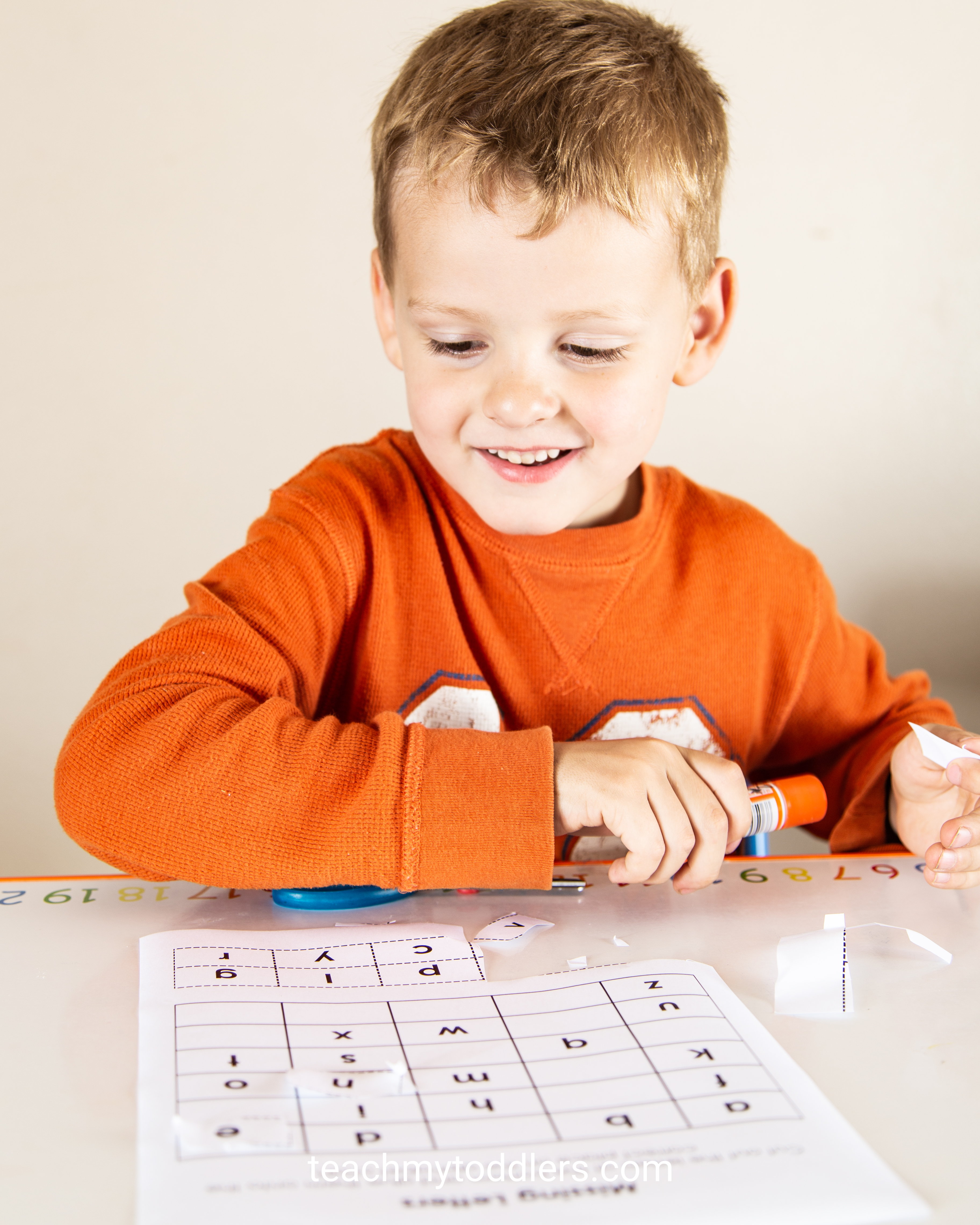Learn when to teach letters, numbers, colors and shapes to your toddlers