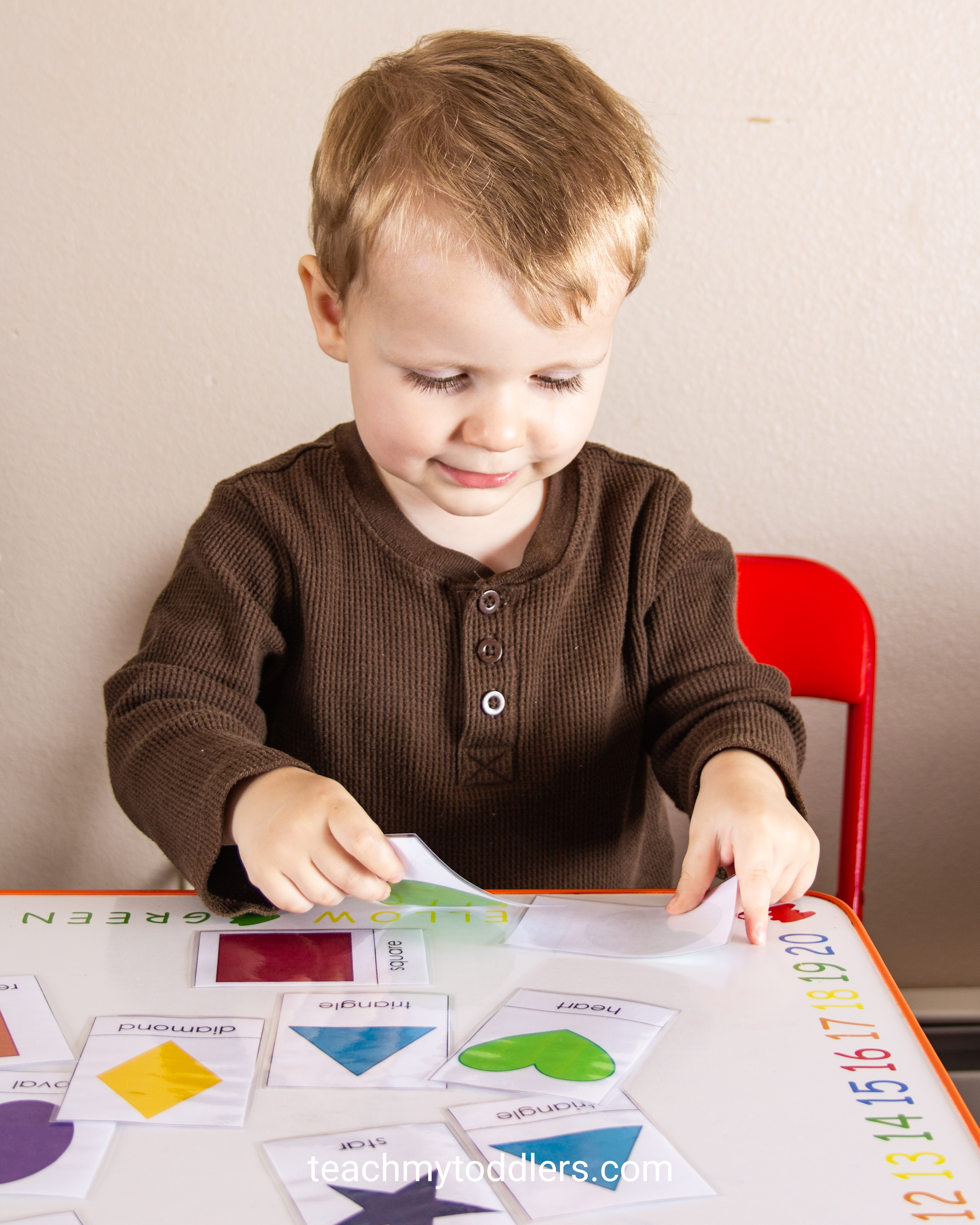 Discover how to use this shape cards activity to teach preschoolers shapes
