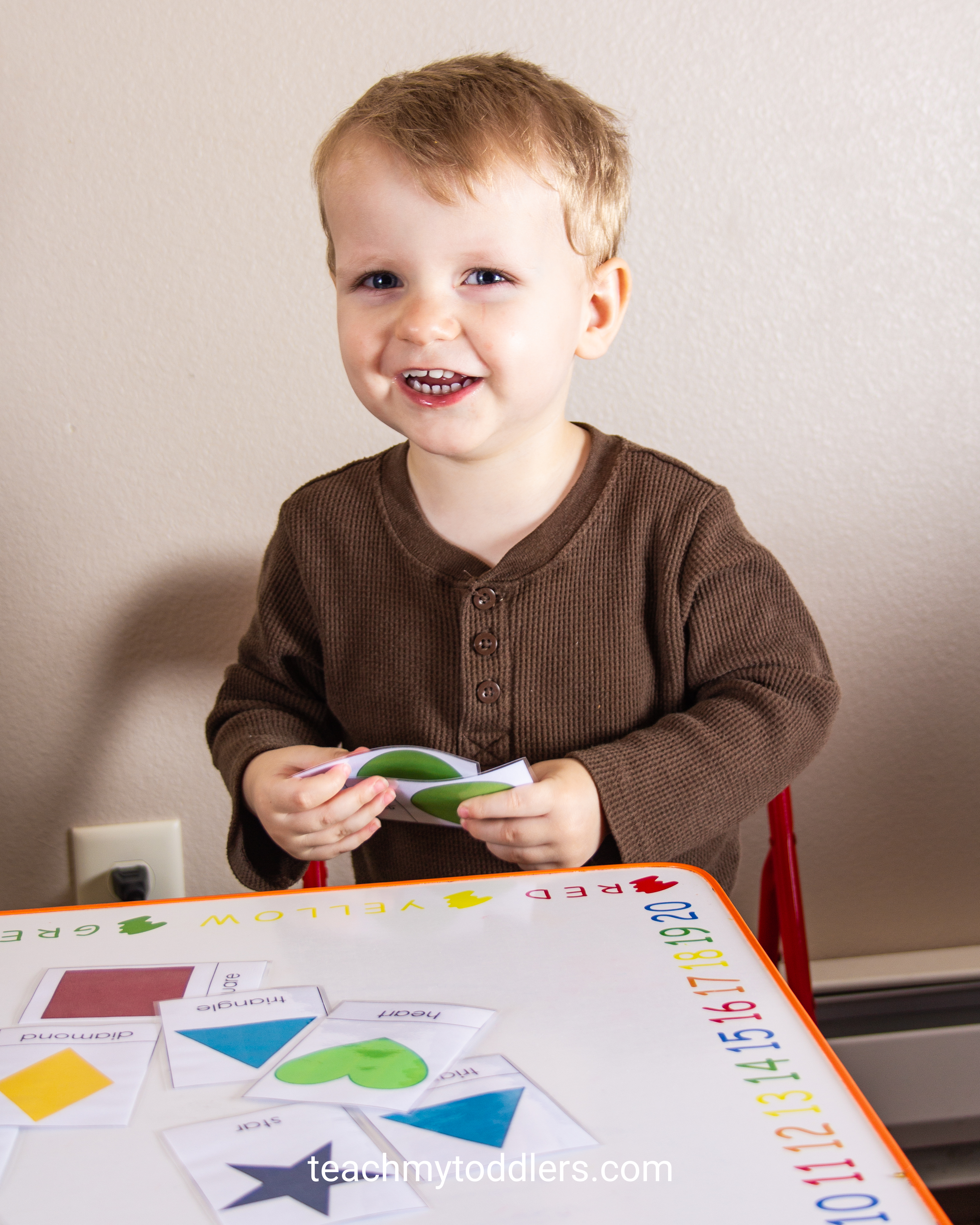 Discover how to use this shape cards activity to teach your preschoolers shapes