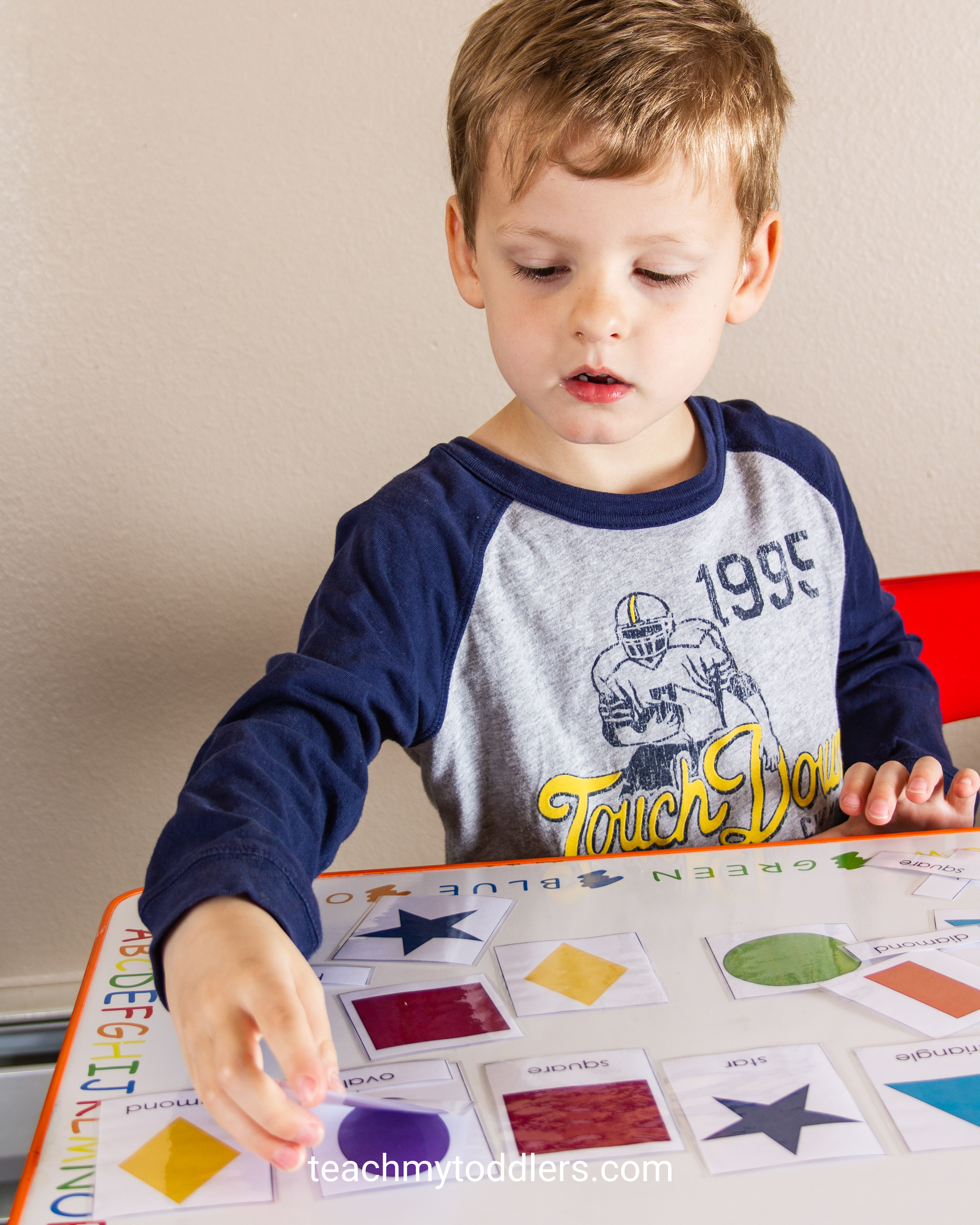 Find out how to use this shape cards activity to teach your preschoolers shapes