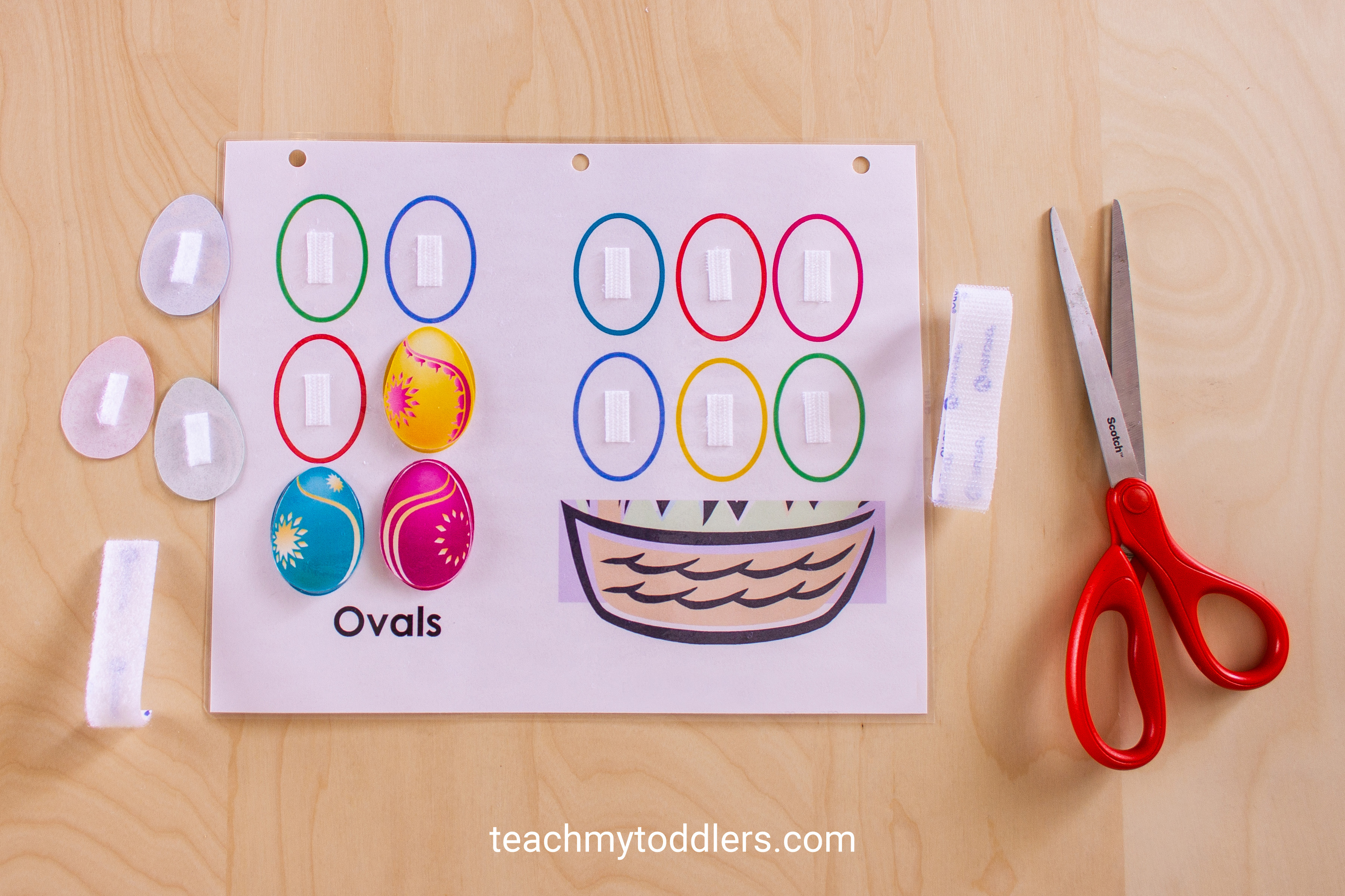 Teach toddlers shapes with this awesome shapes quiet book