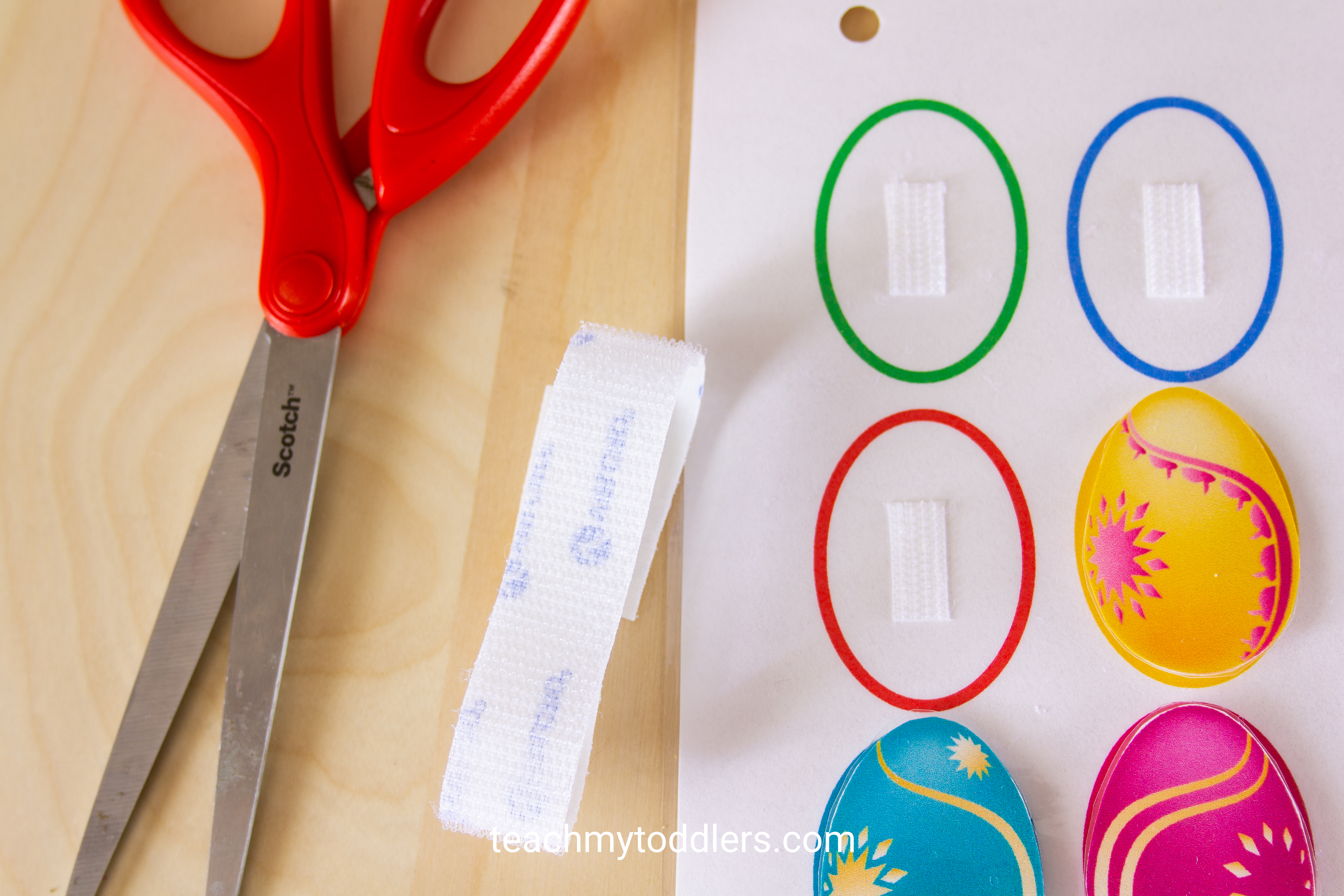 Teach your toddlers shapes with this awesome shapes quiet book