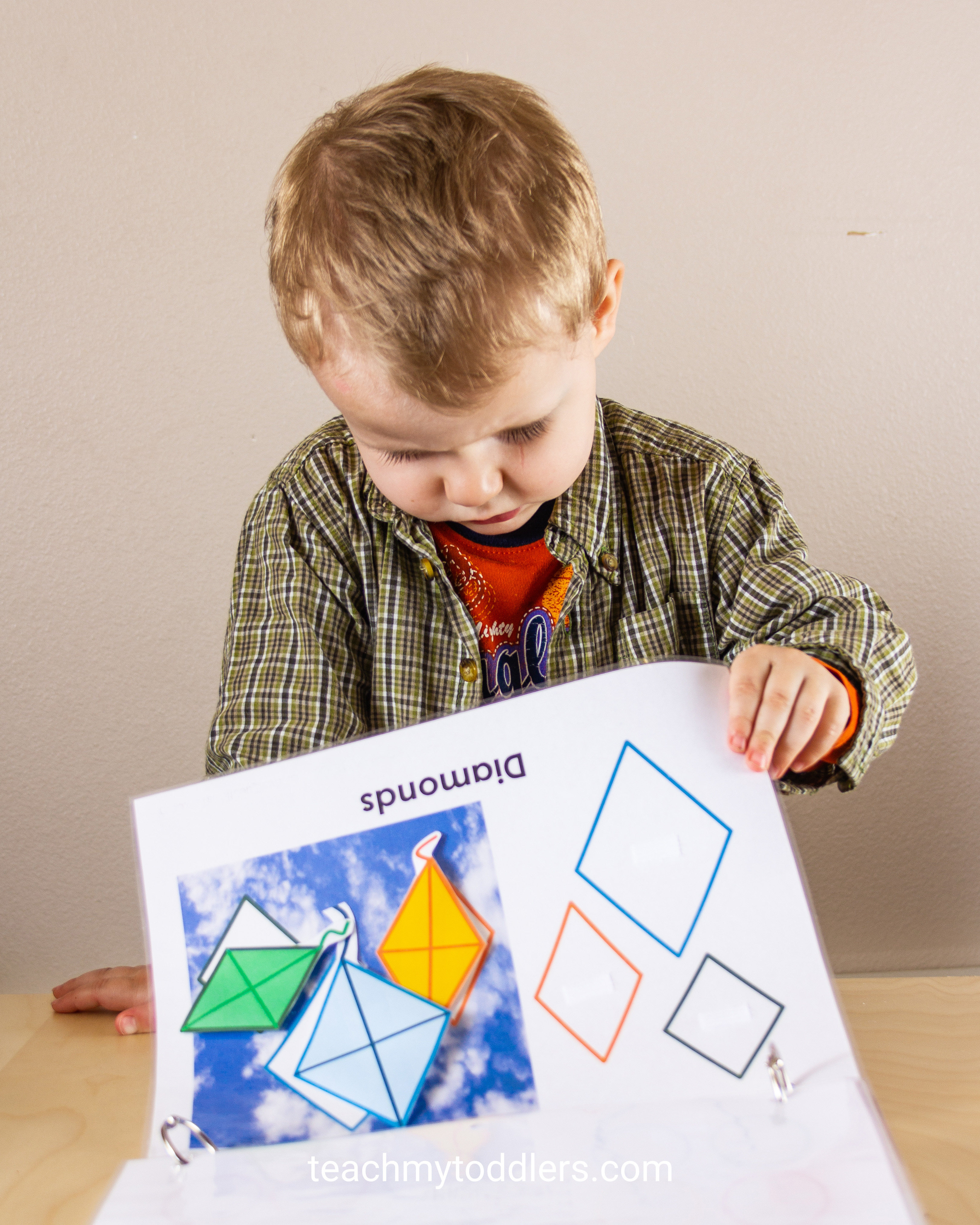 Teach your toddlers shapes with this fun shapes quiet book