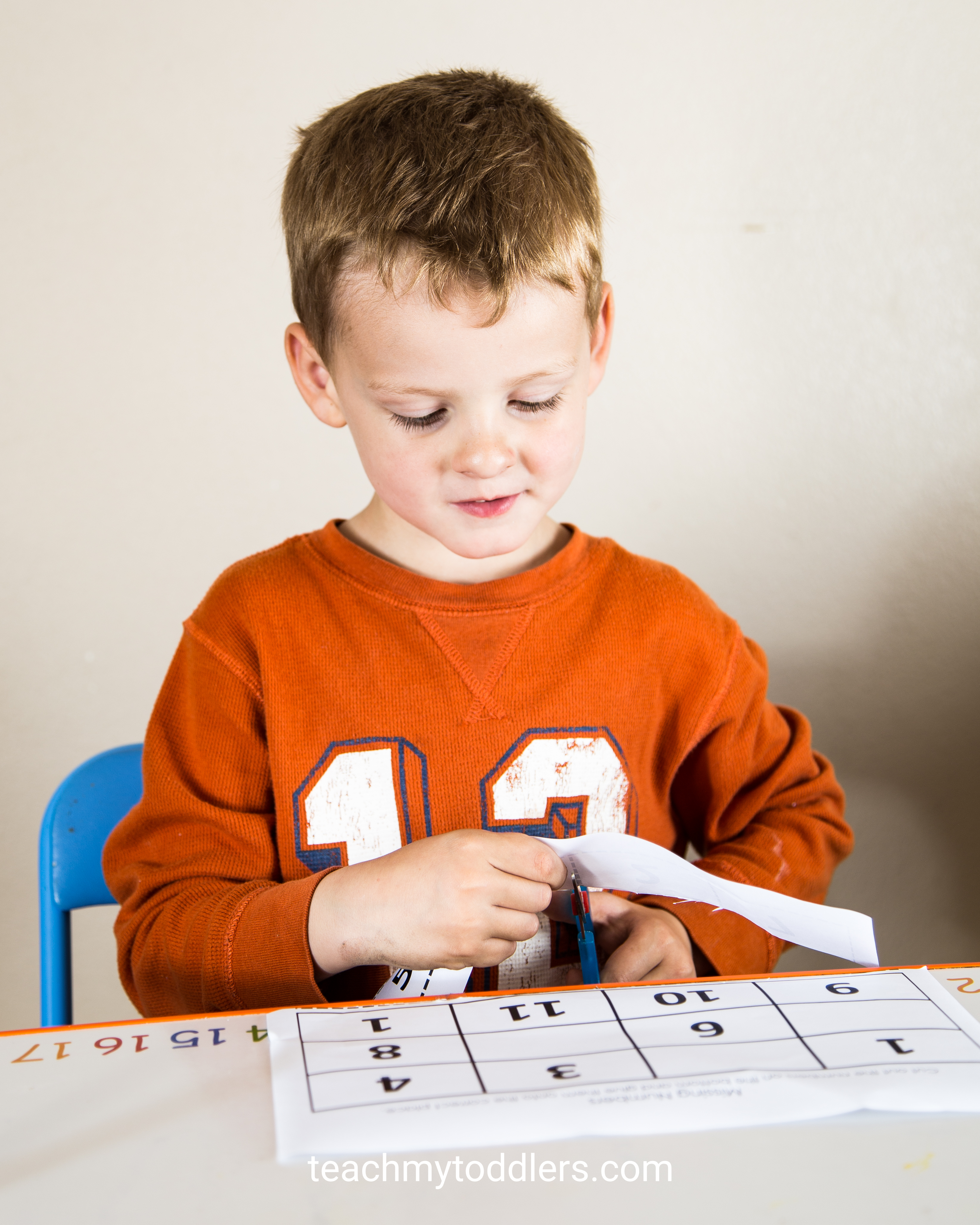 Discover how to use this missing numbers activity to teach preschoolers numbers