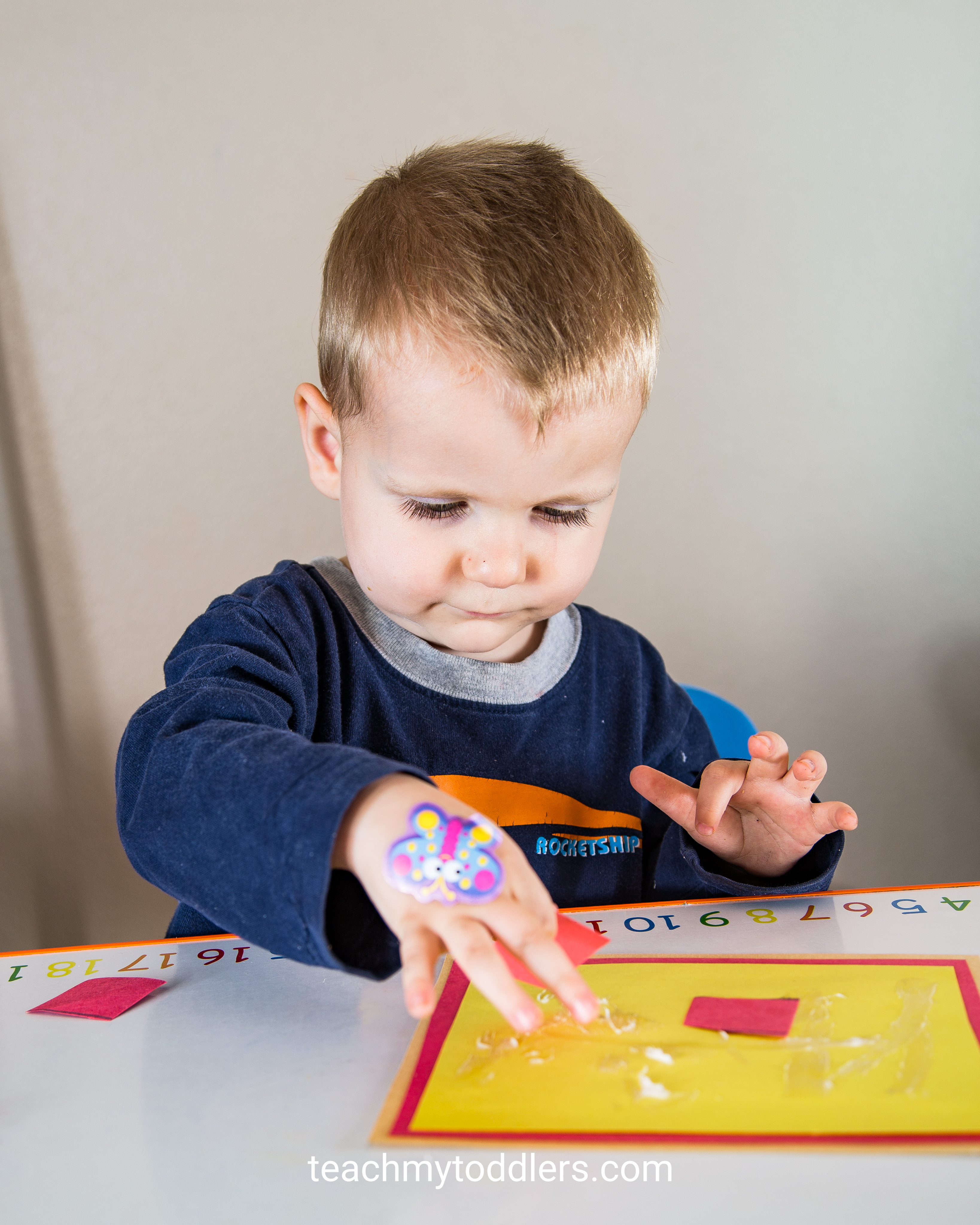 Discover how to use this pizza game to teach toddlers shapes