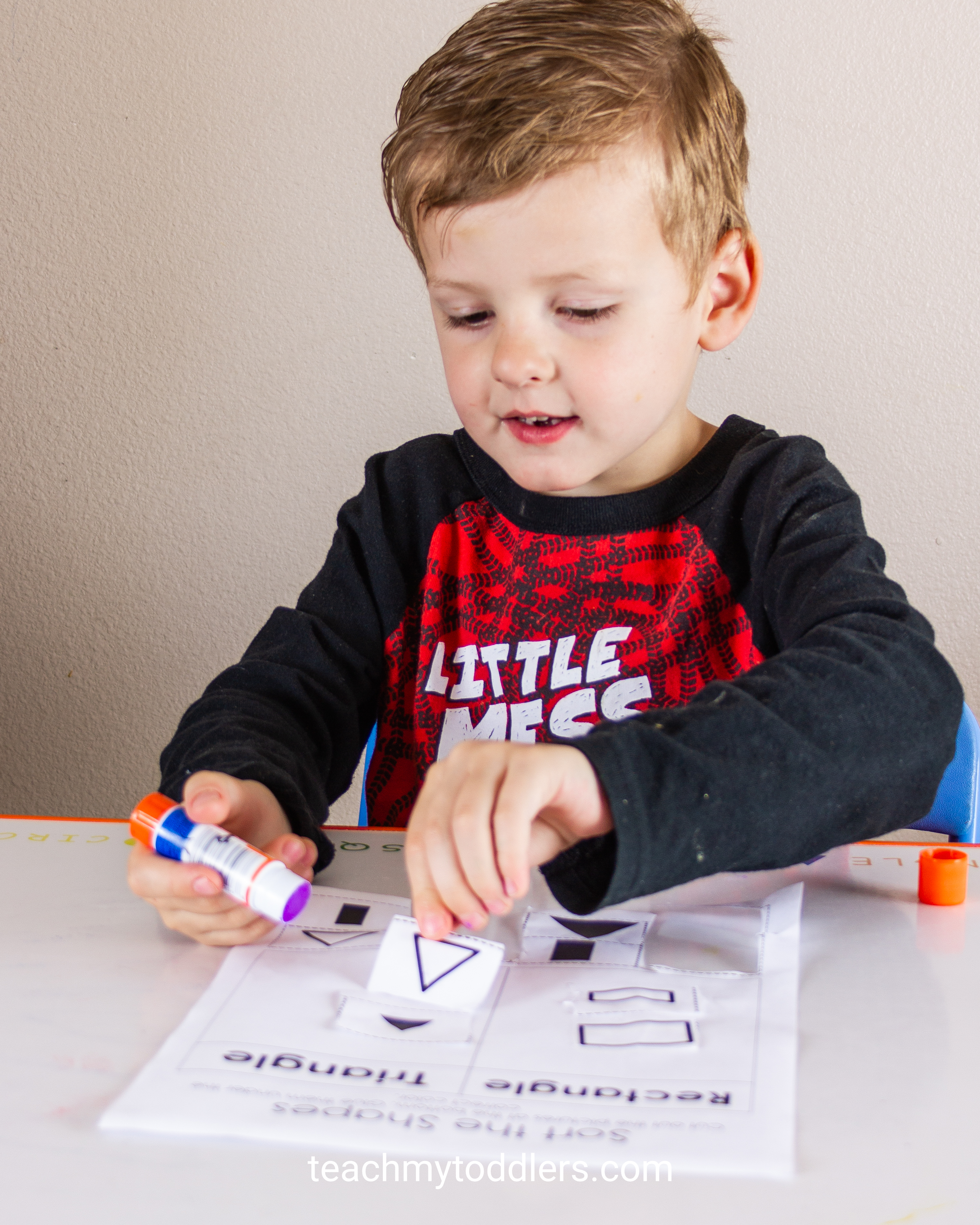 Discover how to use this shape sorting cut and paste activity to teach your preschoolers shapes