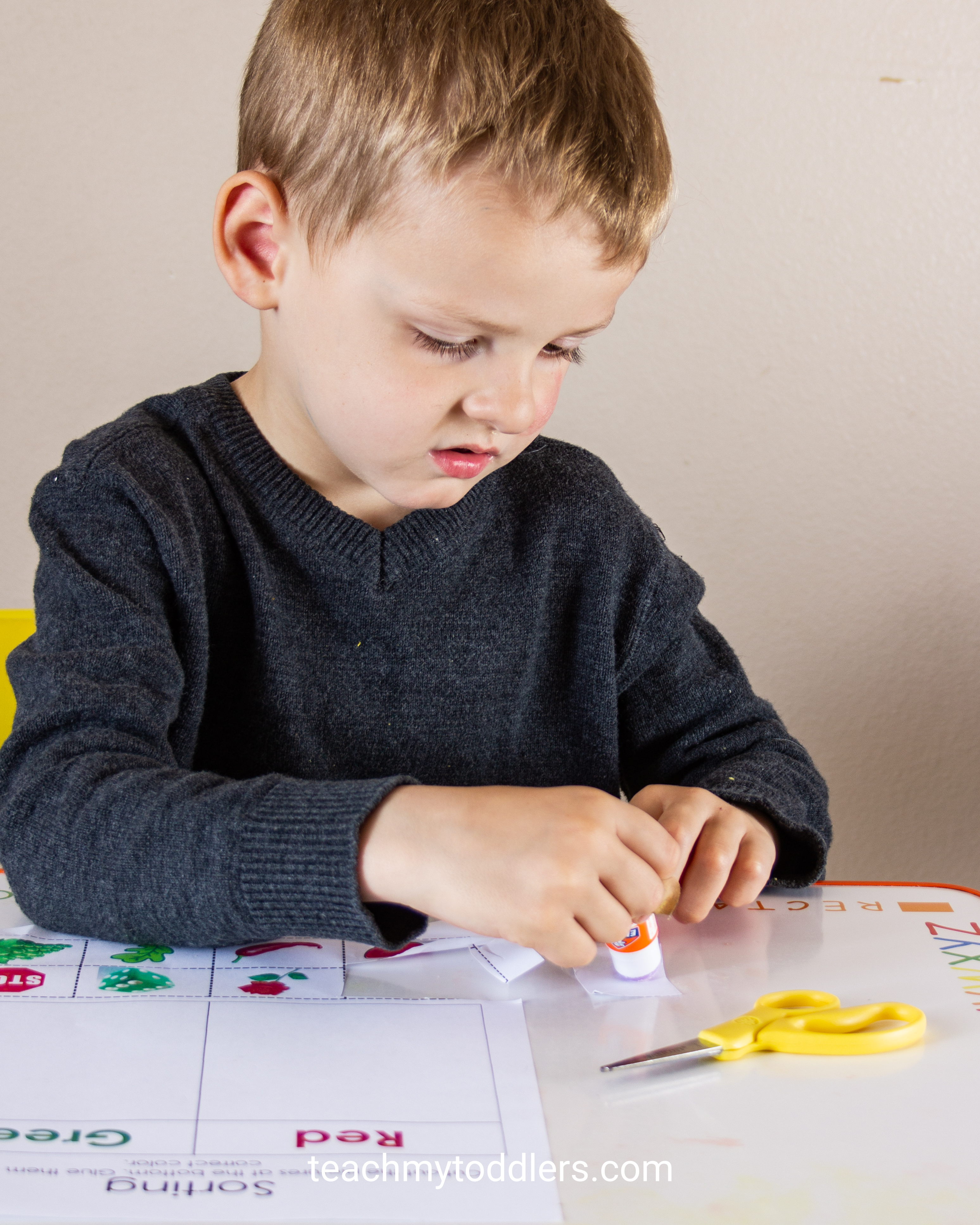 Find out how to use this color sorting cut and paste activity to teach your preschoolers colors