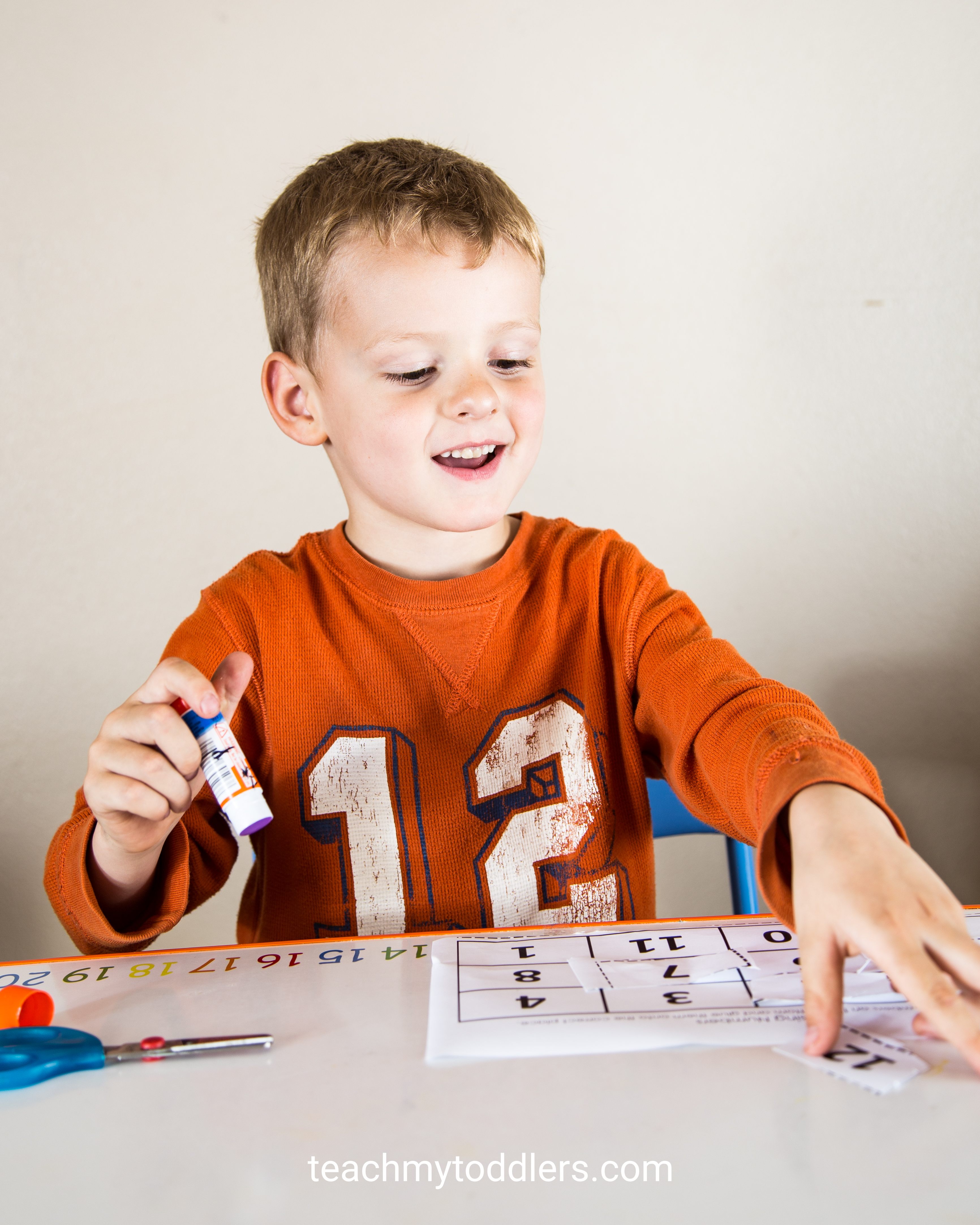 Find out how to use this missing numbers activity to teach preschoolers numbers