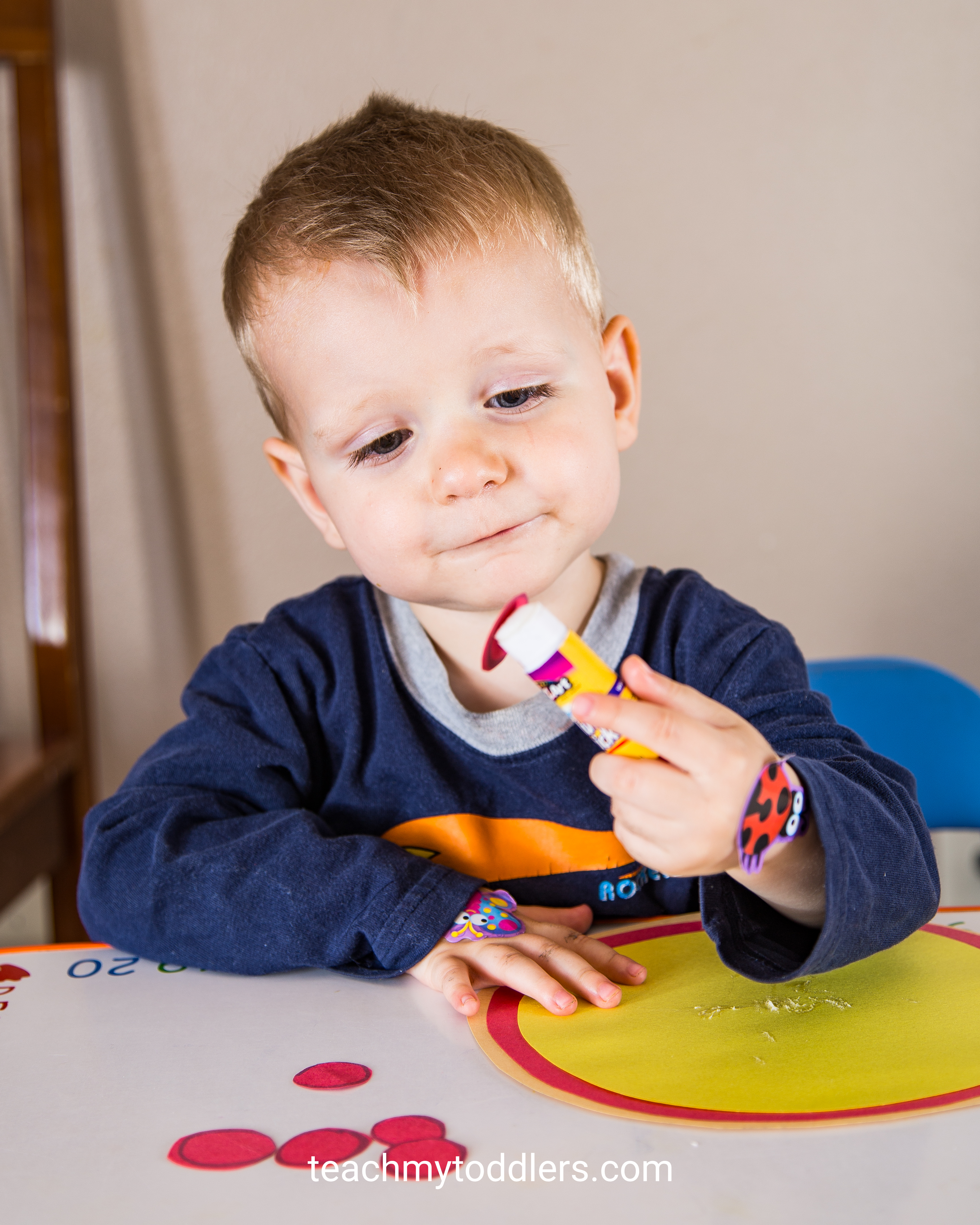 Find out how to use this pizza game to teach toddlers shapes