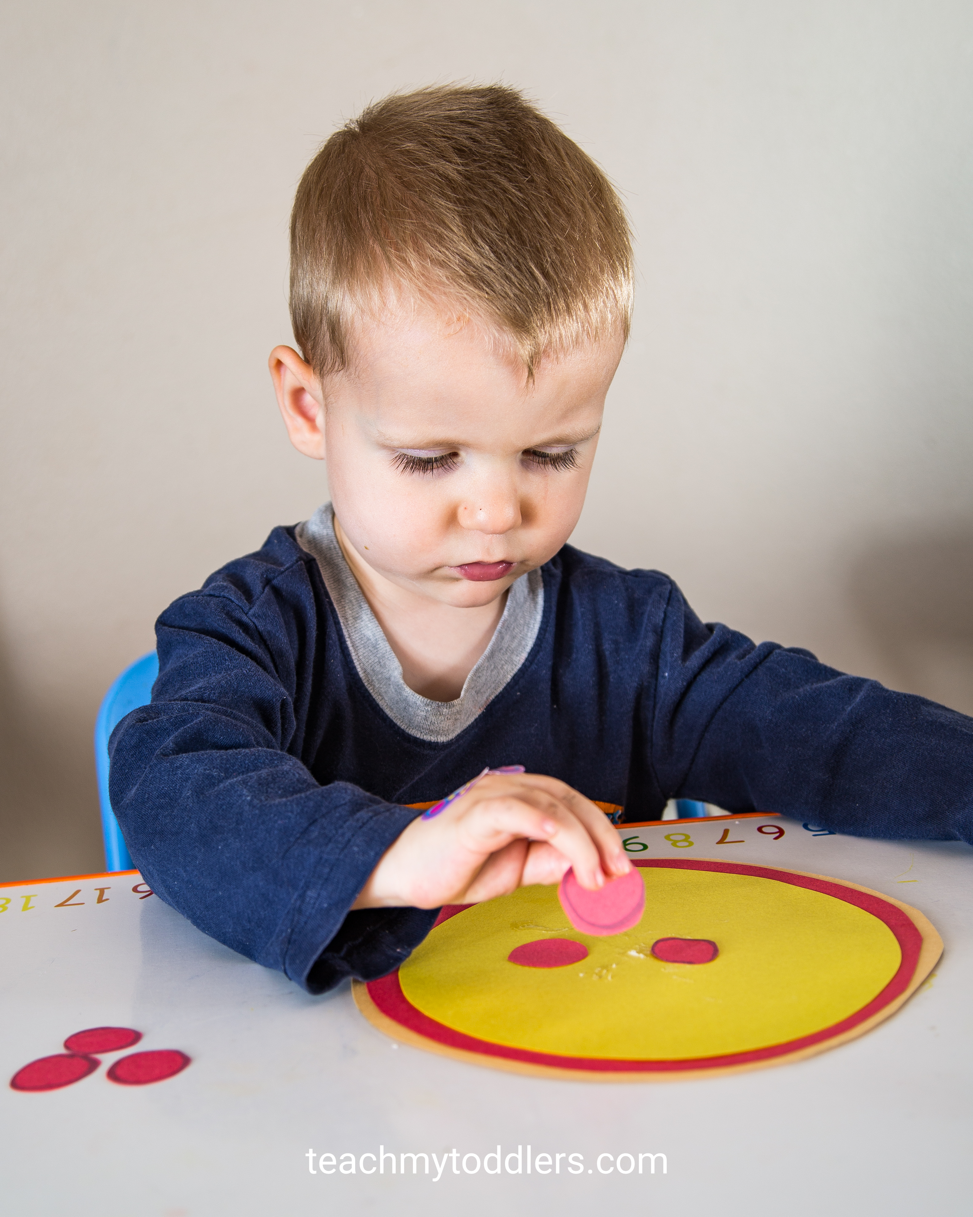 Learn how to use this fun pizza game to teach your toddlers shapes