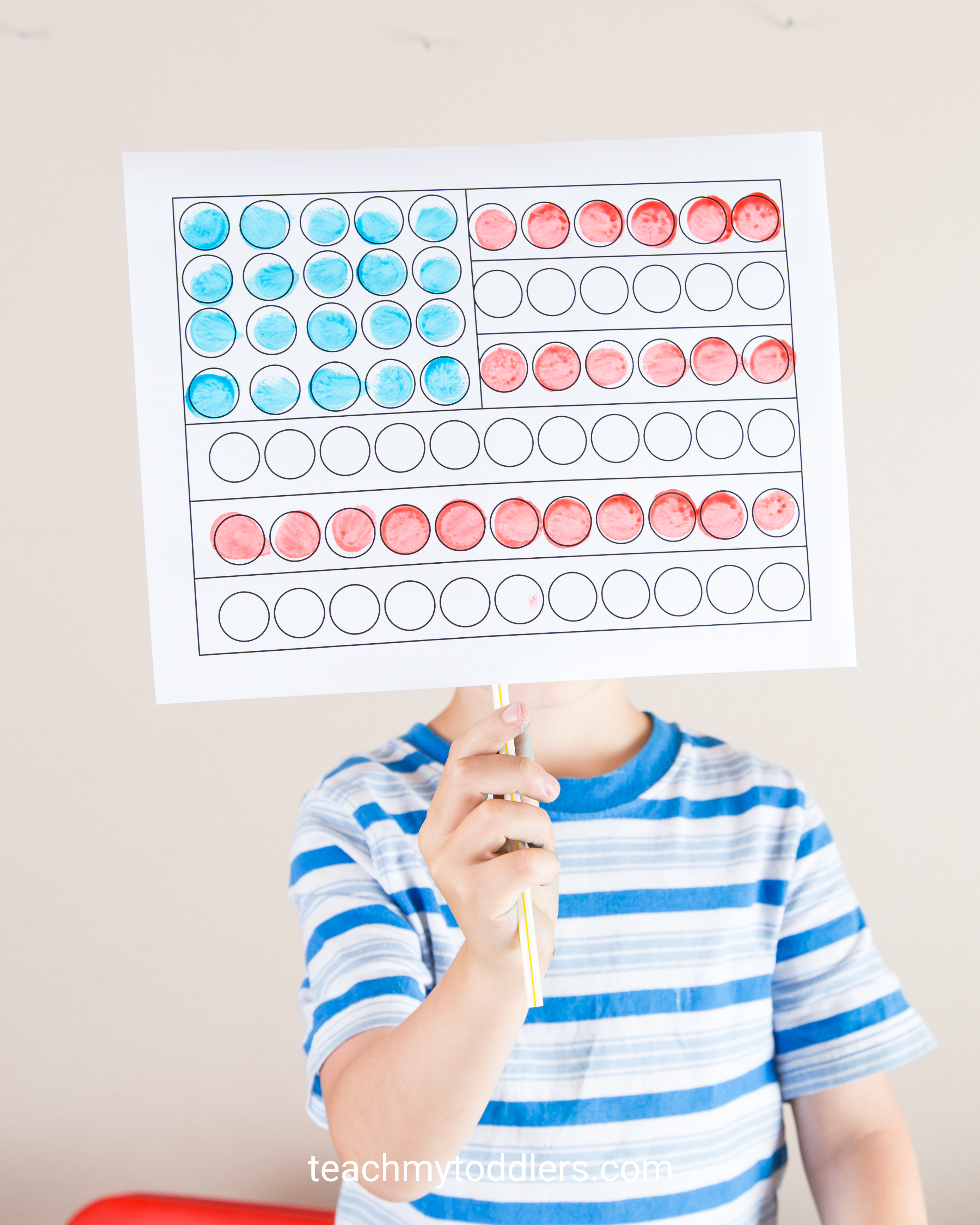 Discover how to use these red, white and blue crafts to teach your toddlers about 4th of july