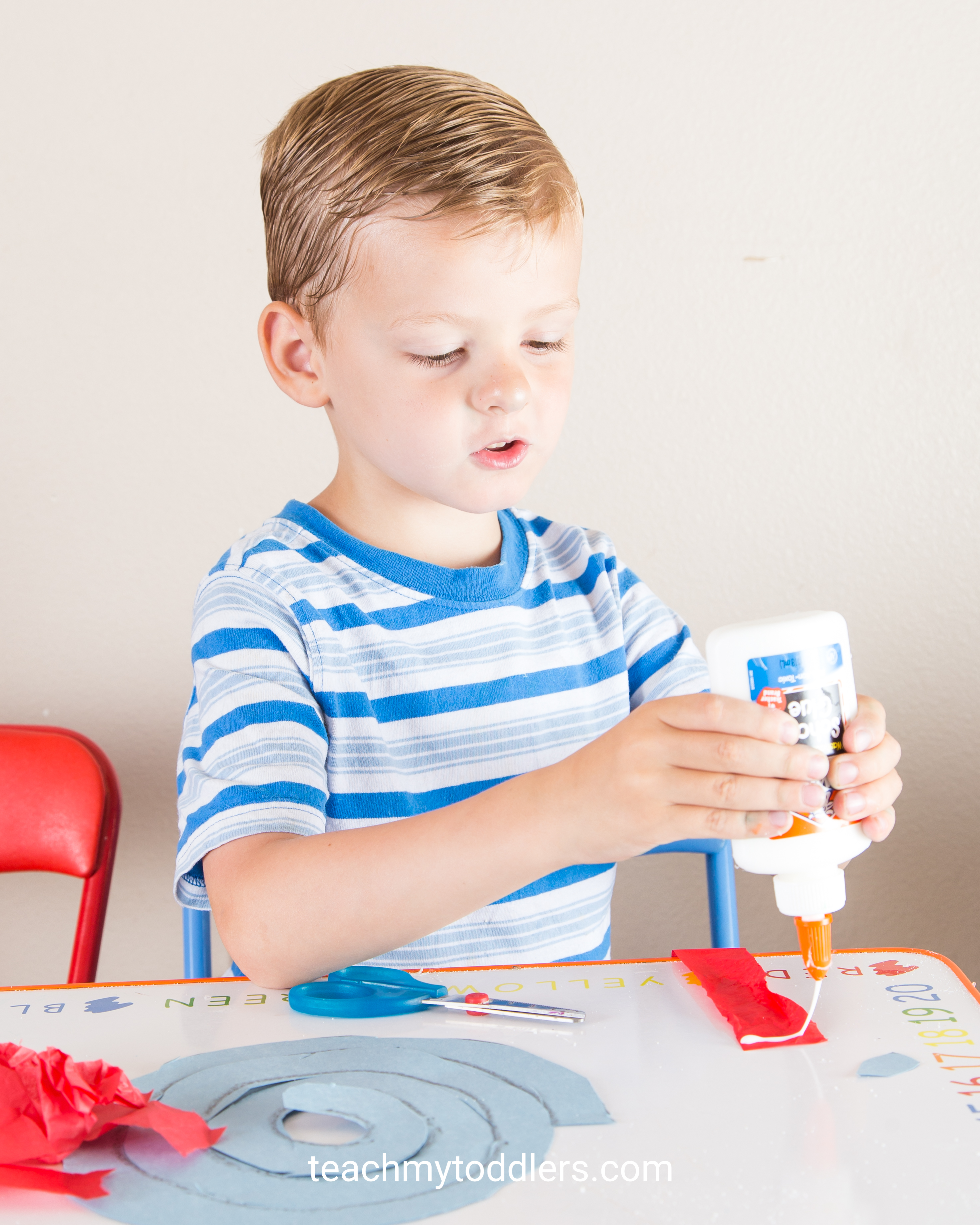 Find out how to use these red, white and blue crafts to teach toddlers about 4th of july