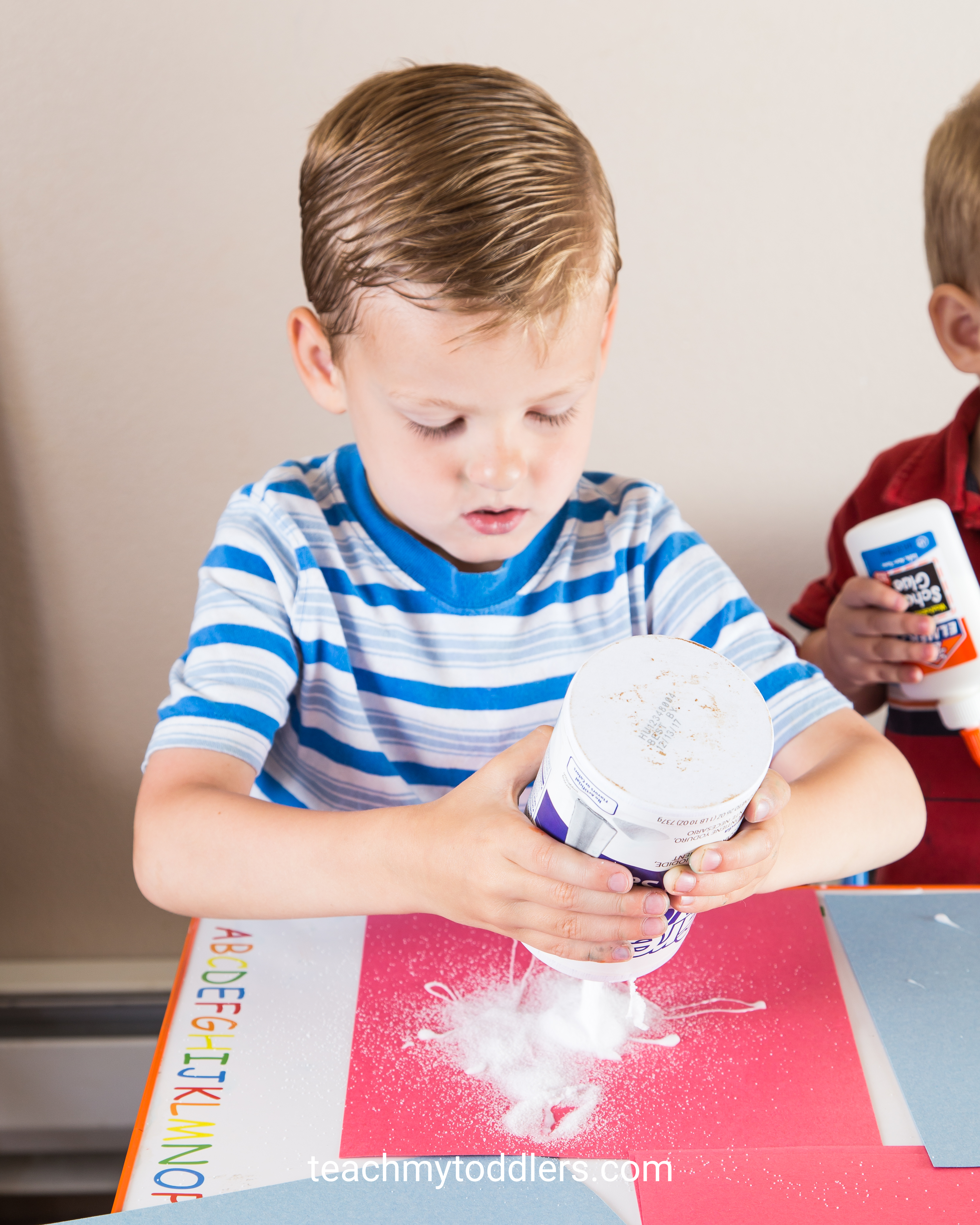 Learn how to use these red, white and blue crafts to teach toddlers about the 4th of july