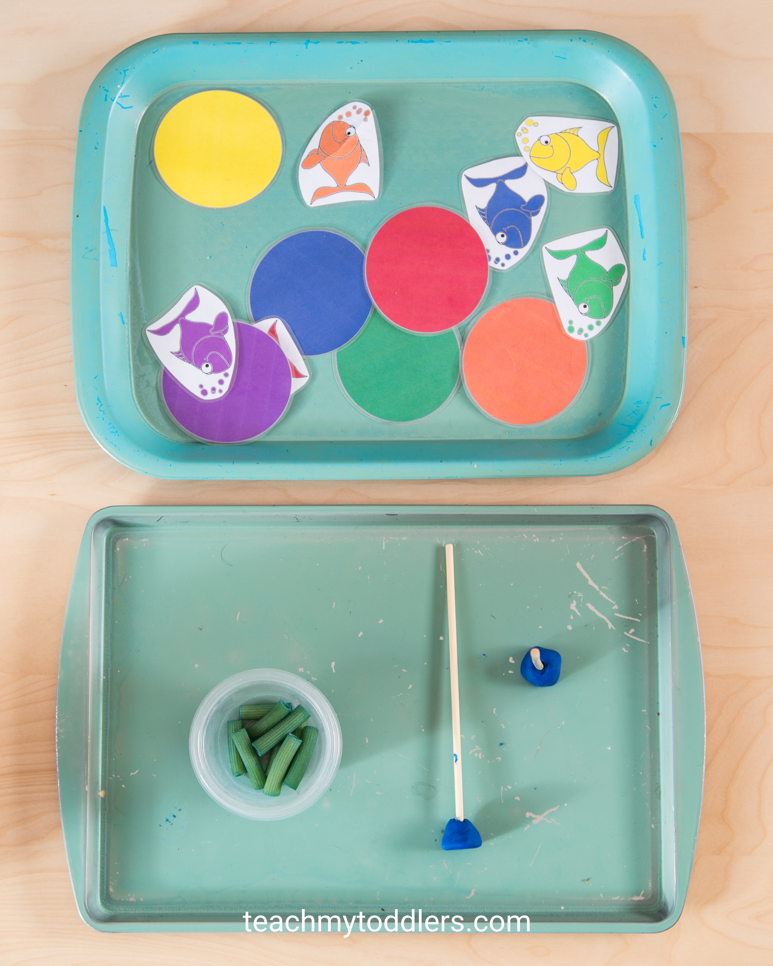 A fun game to teach your toddler the color blue