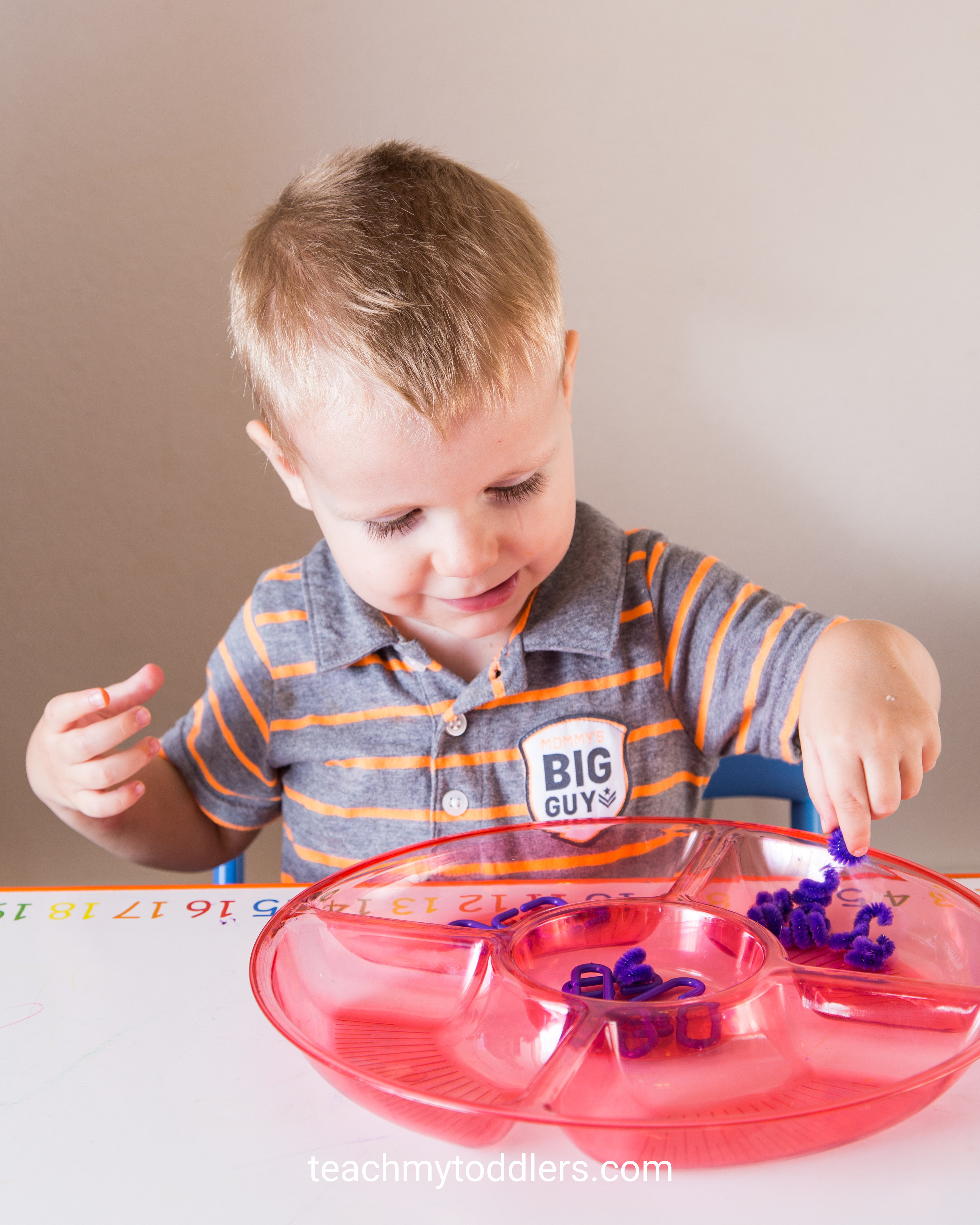 Discover how to teach toddlers the color purple with these tot trays