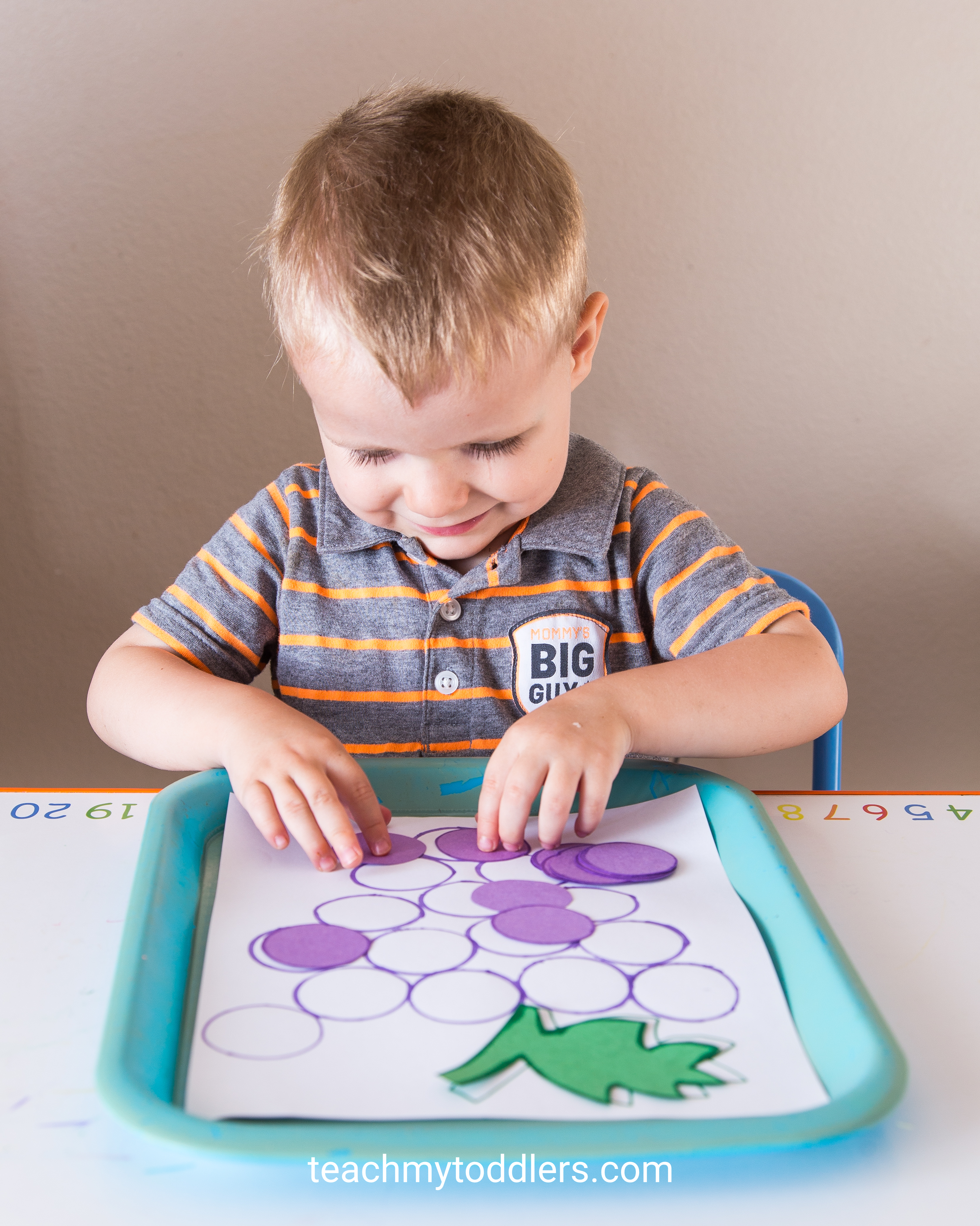 Discover how to teach your toddlers the color purple with these tot trays