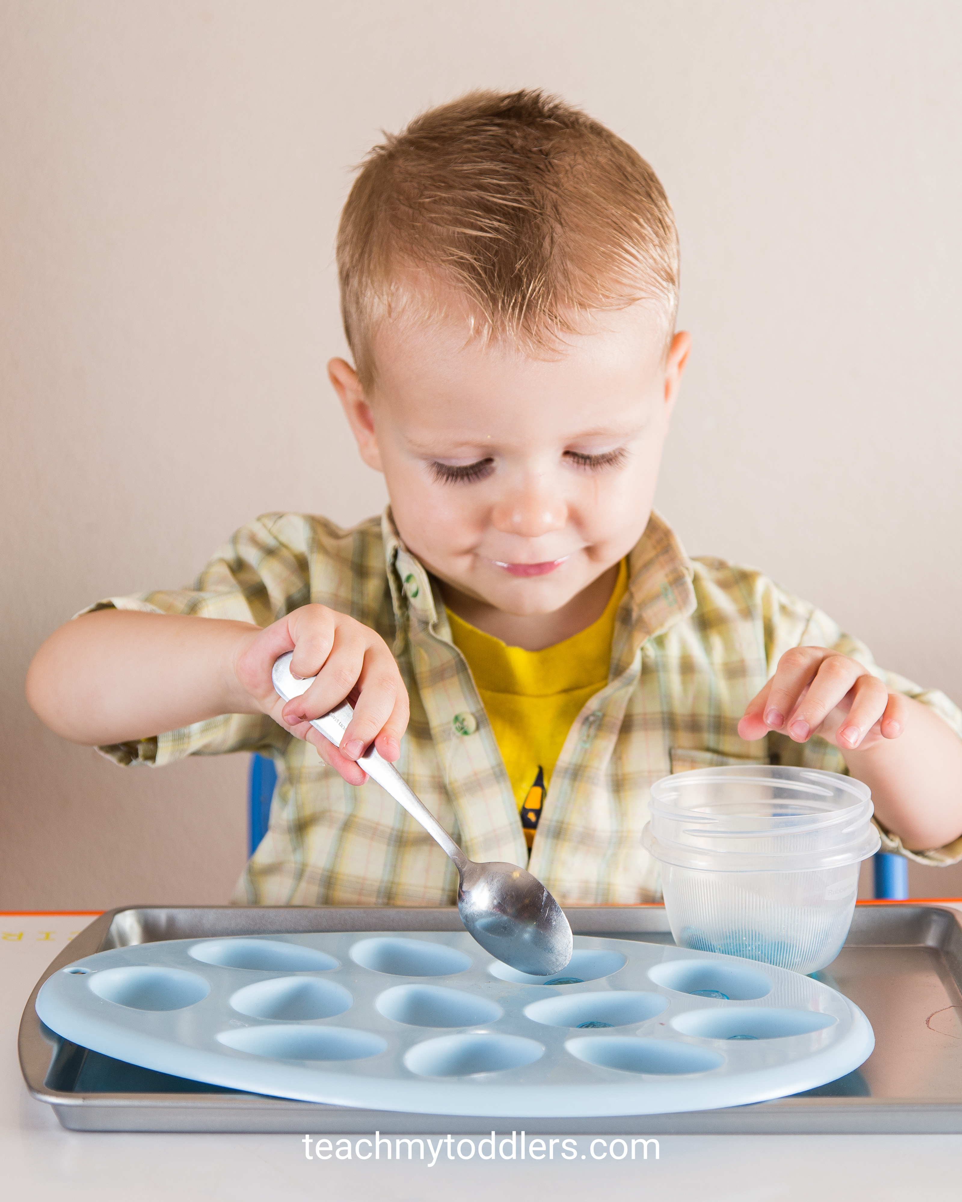 Discover how to use these blue tot trays to teach your toddlers the color blue