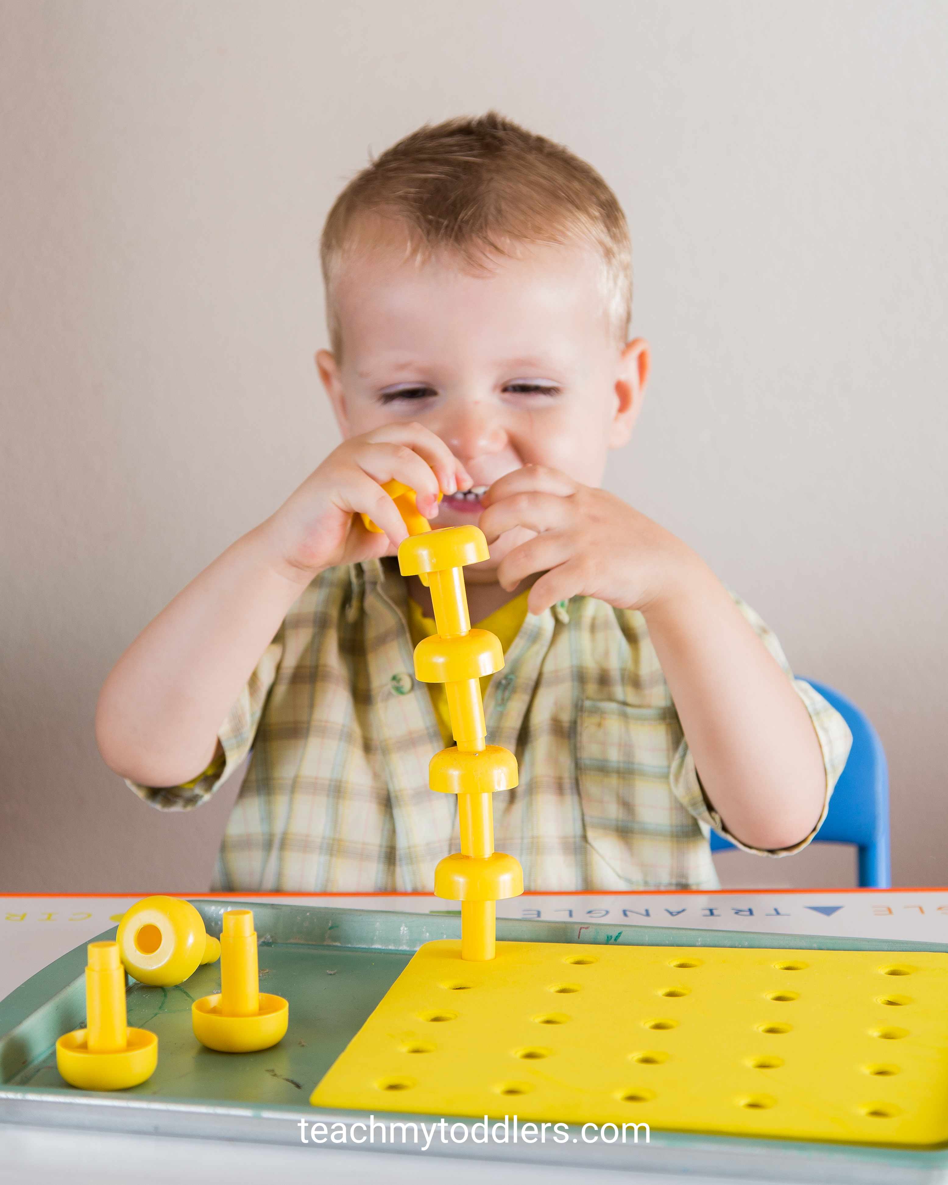 Discover how to use these yellow tot trays to teach toddlers the color yellow