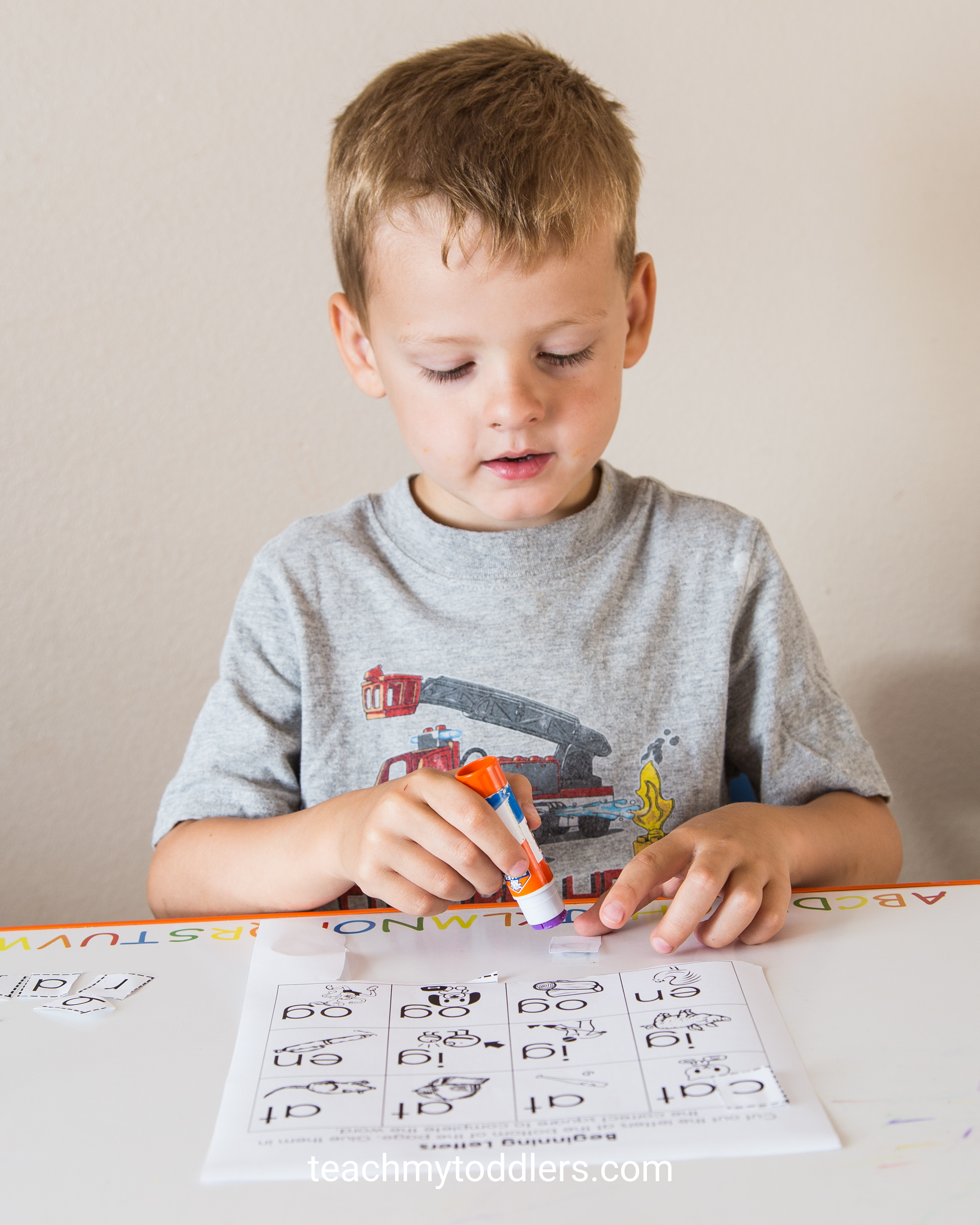 Discover how to use this cut and paste activity to teach preschoolers about letters