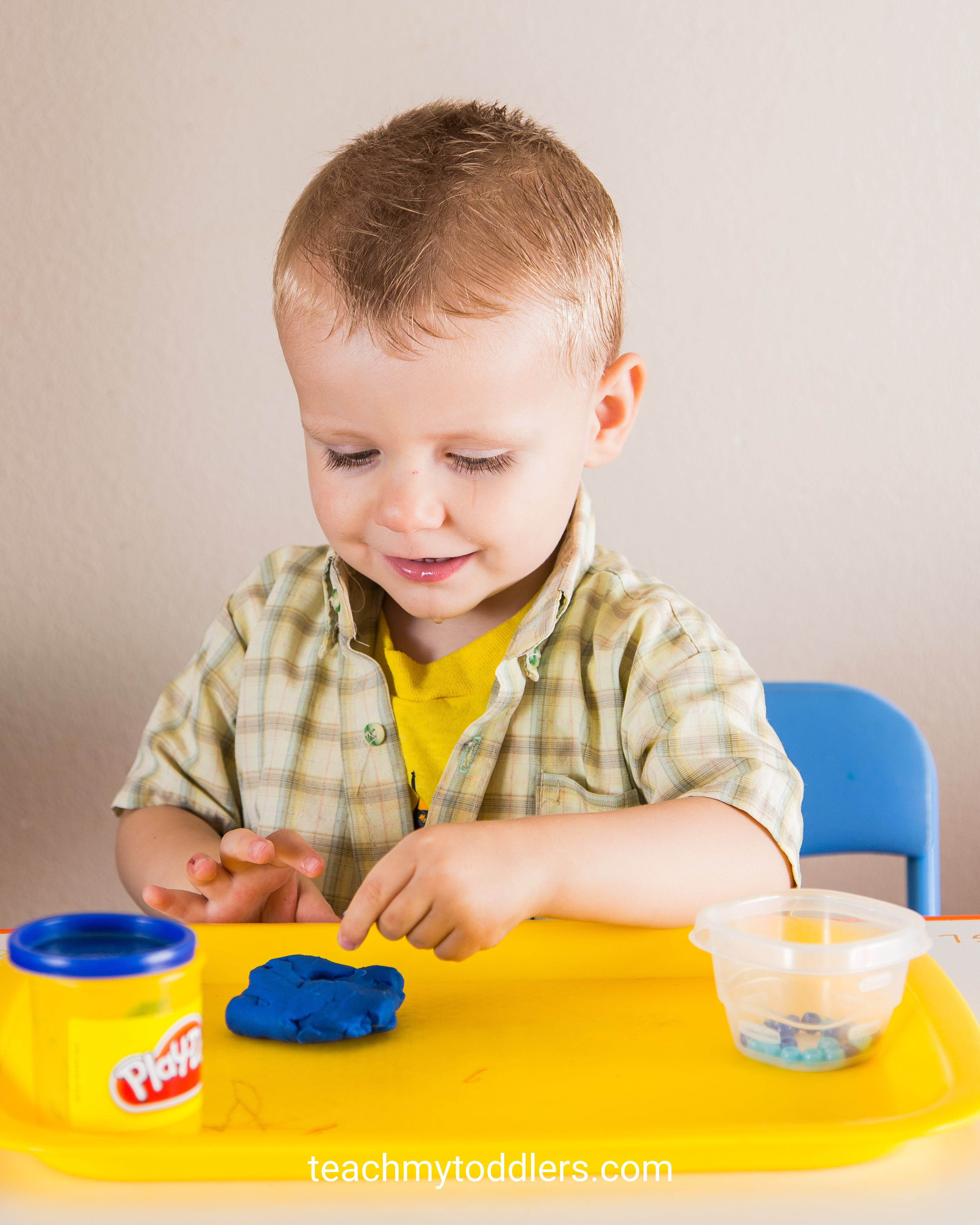 Teach toddlers the color blue with these tot trays
