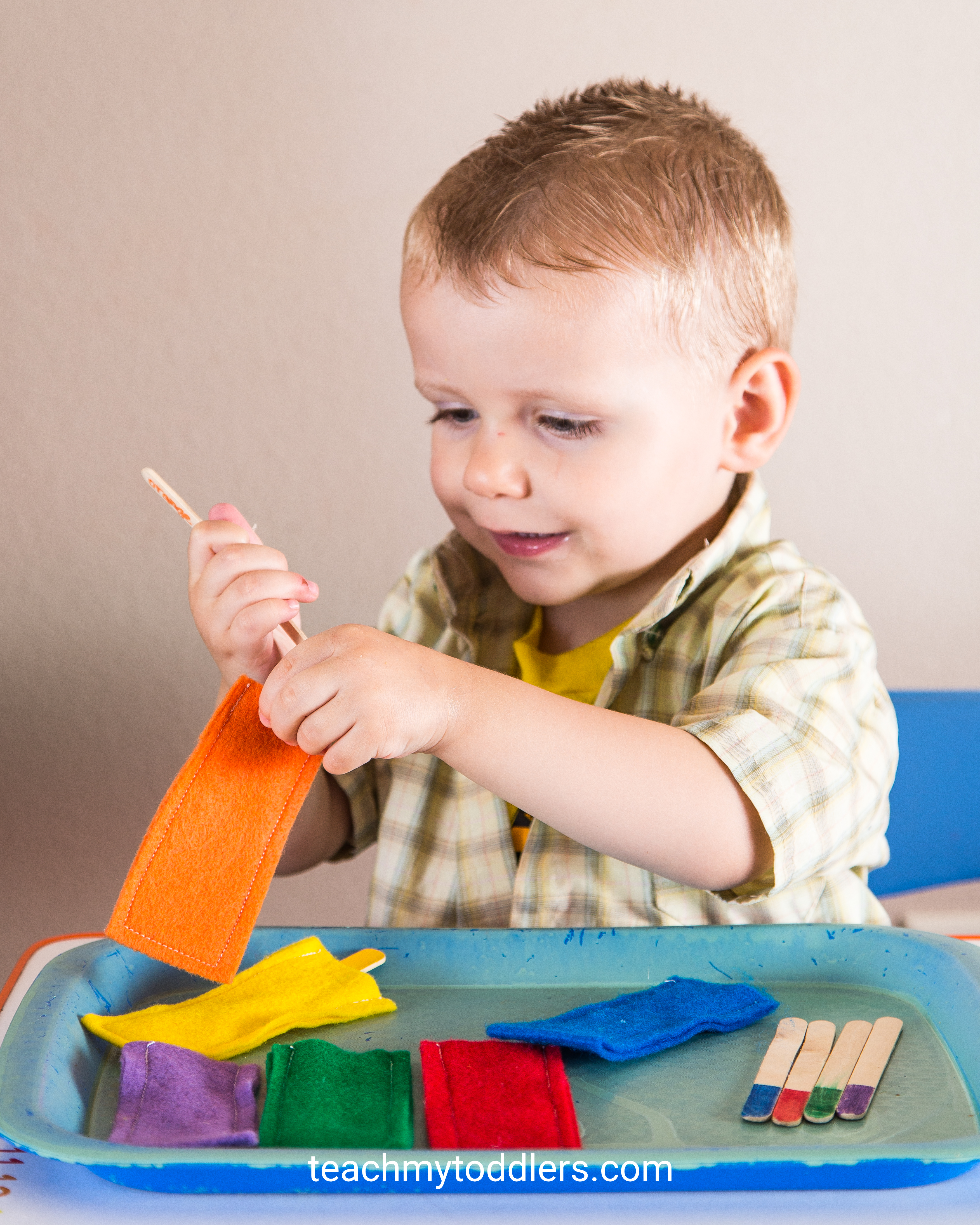 Teach your toddlers colors with this fun activity