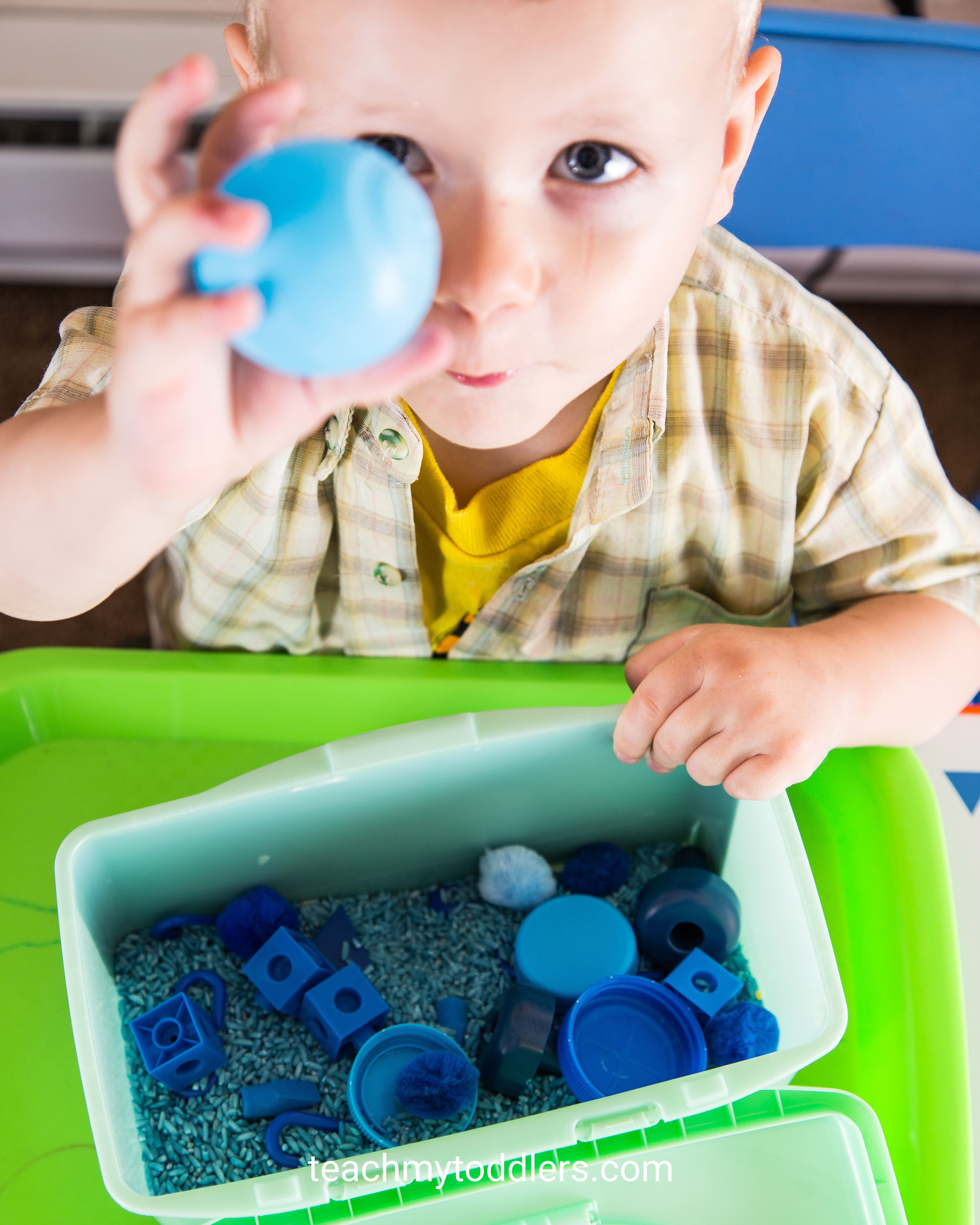 Teach your toddlers the color blue with these tot trays