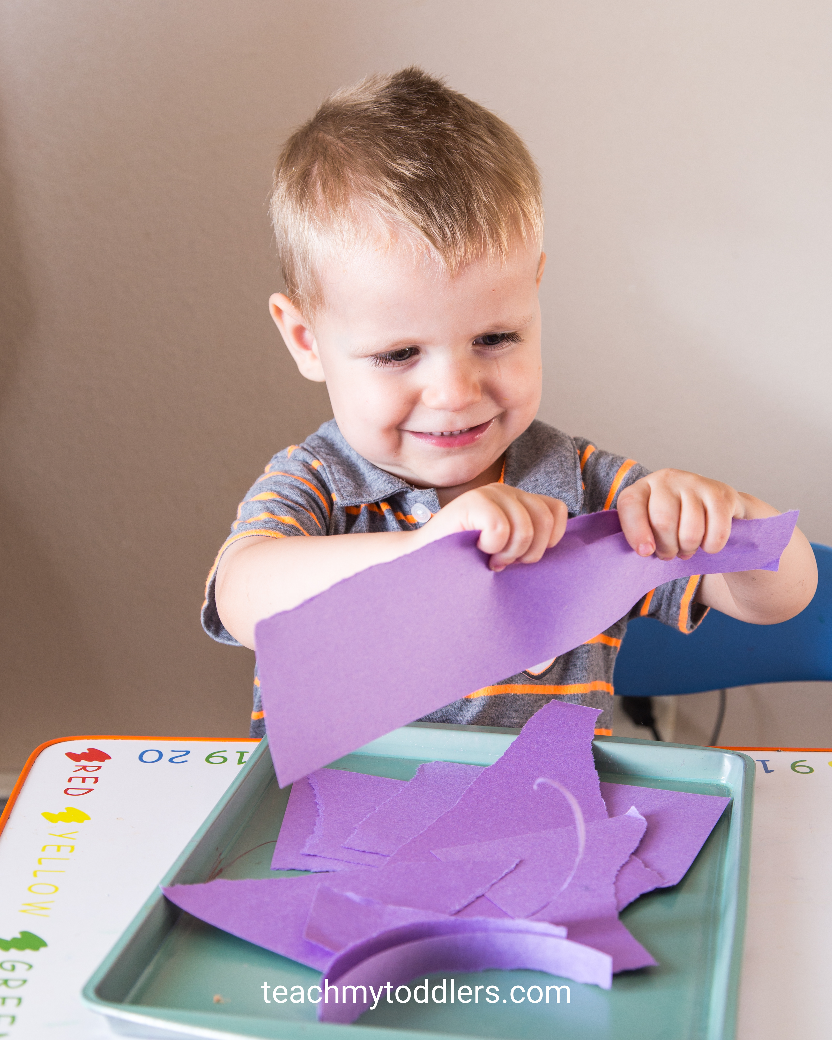 These tot trays are a good way to teach toddlers the color green