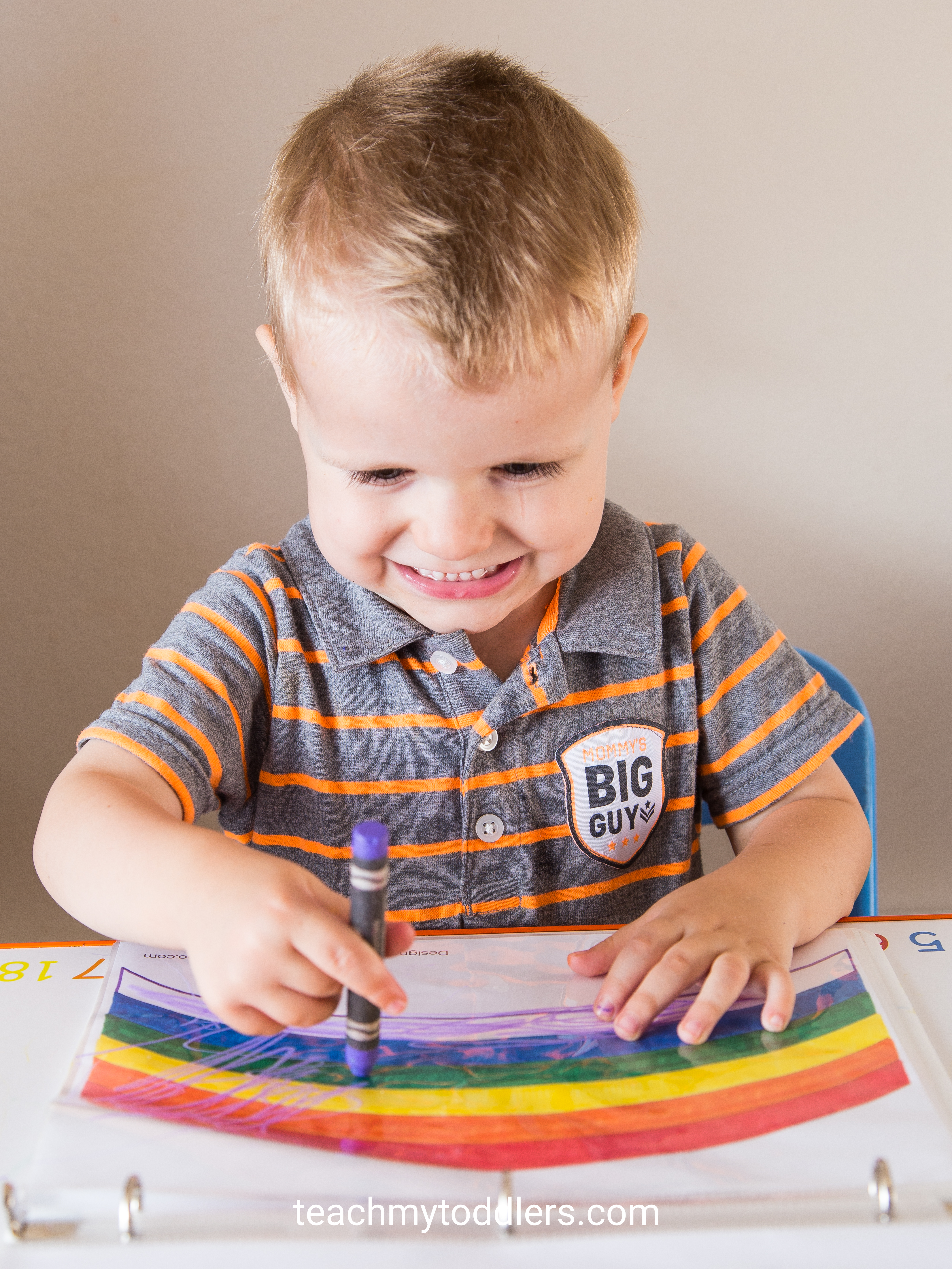 Your toddlers will enjoy learning the color purple with these tot trays