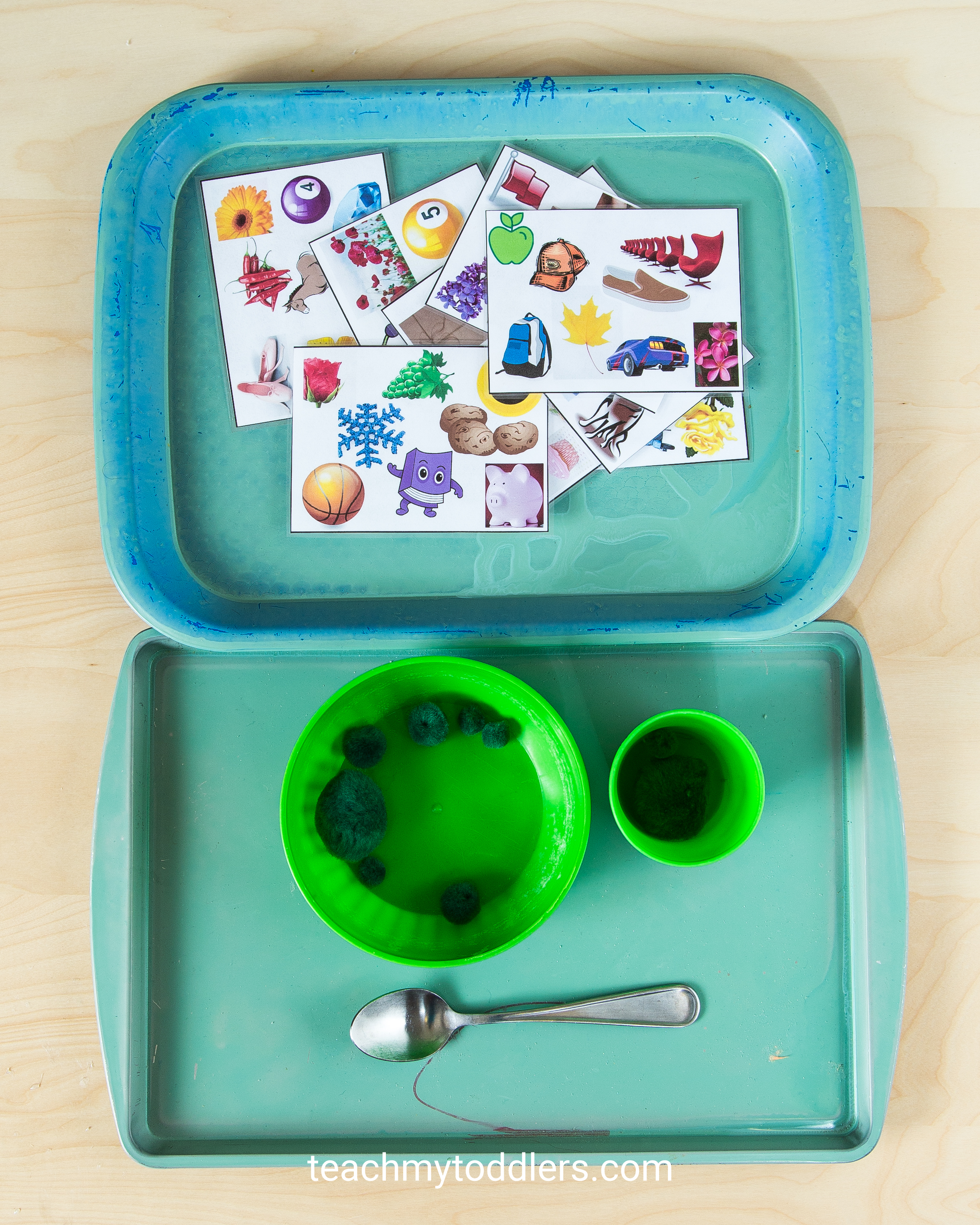 A fun game to teach your toddler the color green