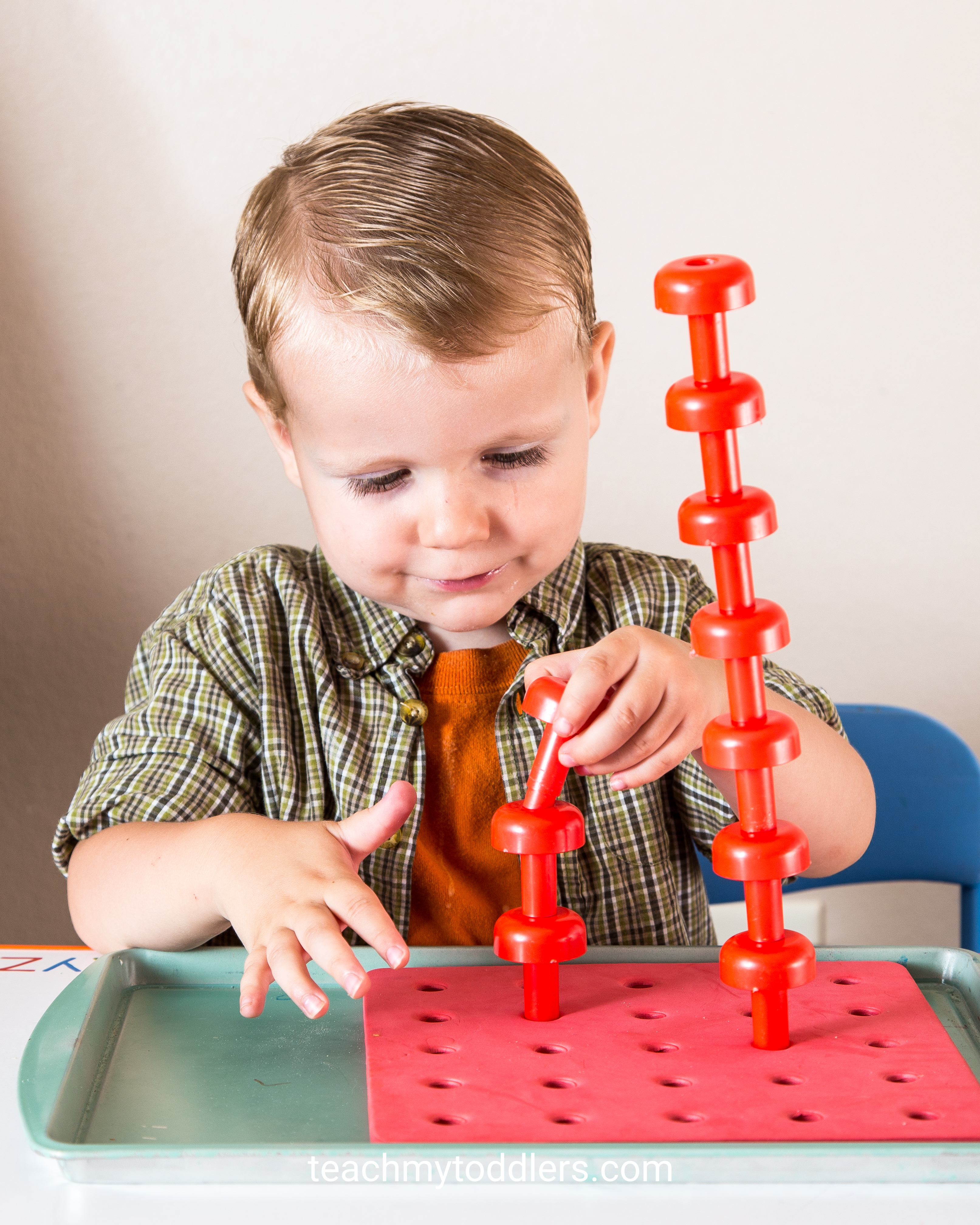 Find out how to use this red peg board on tot trays to teach your toddler red color