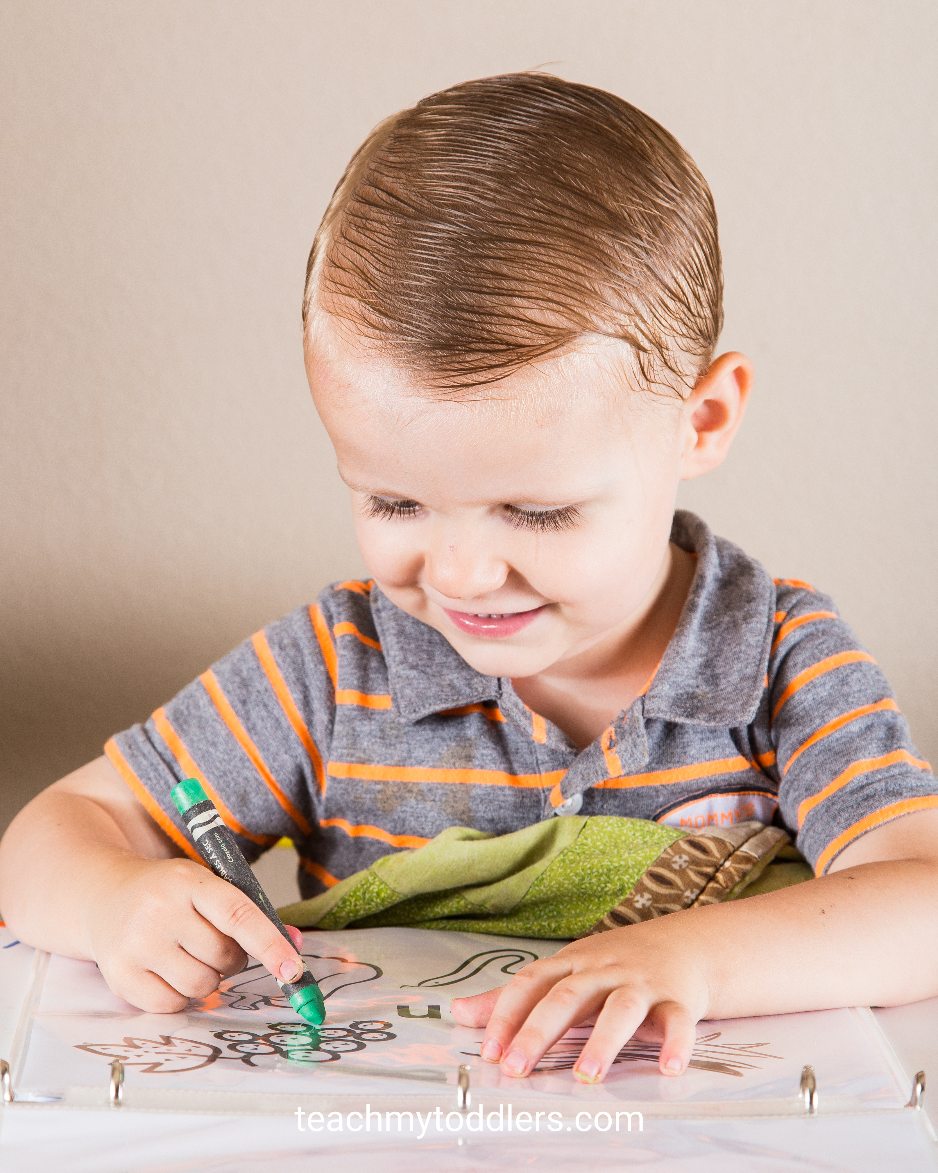 Learn how to teach toddlers the color green with these tot tray activities
