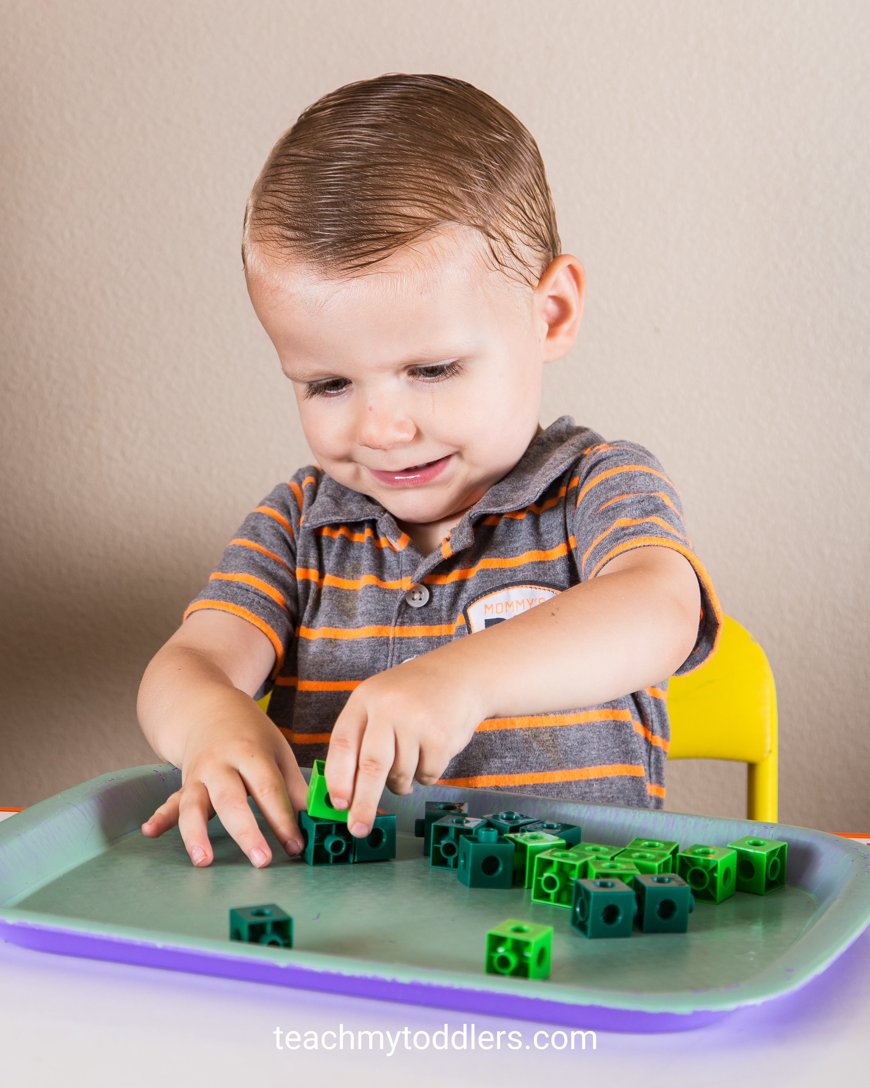 Learn how to teach your toddlers the color green with these tot tray activities