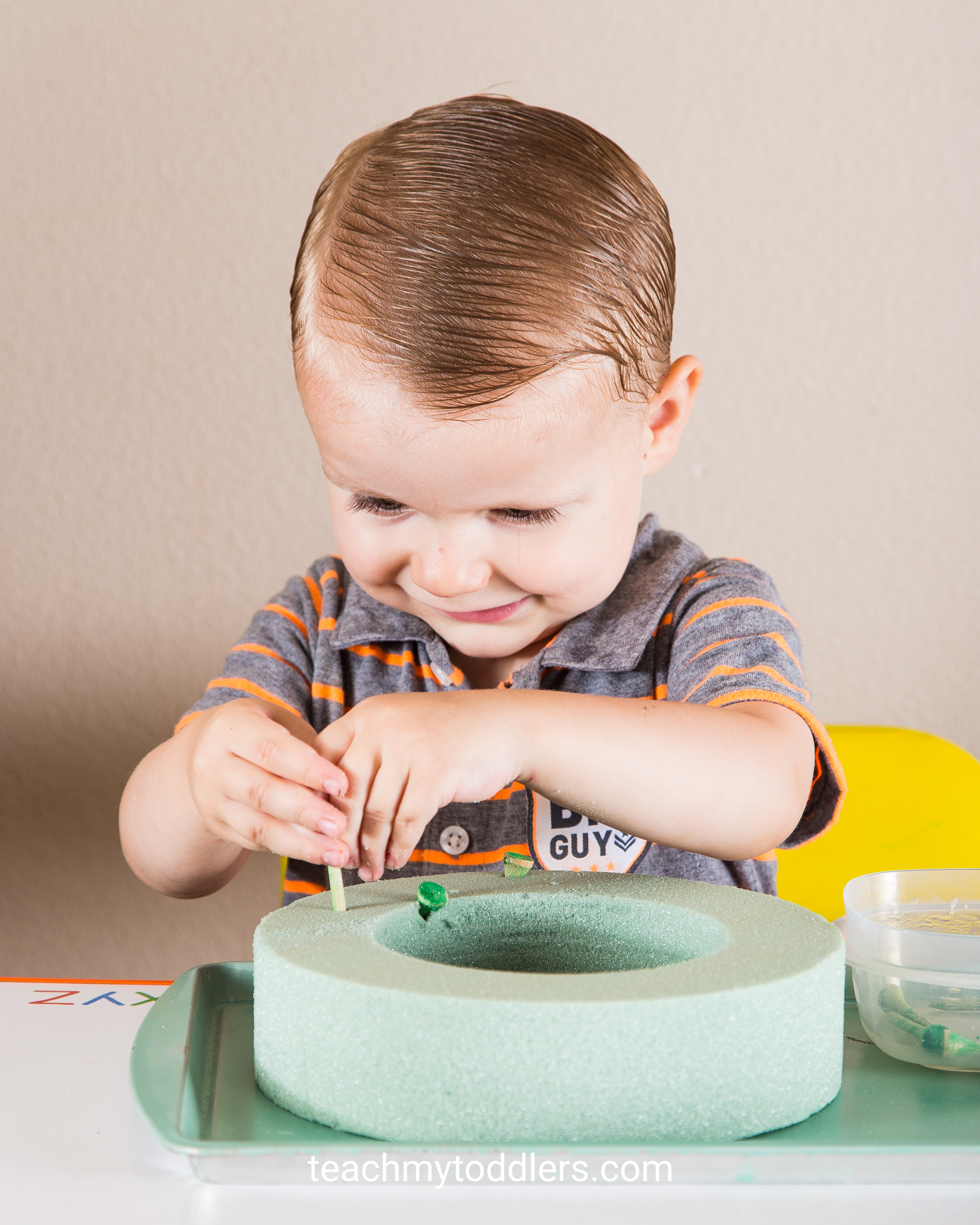 These green tot trays are a good way to teach your toddlers the color green
