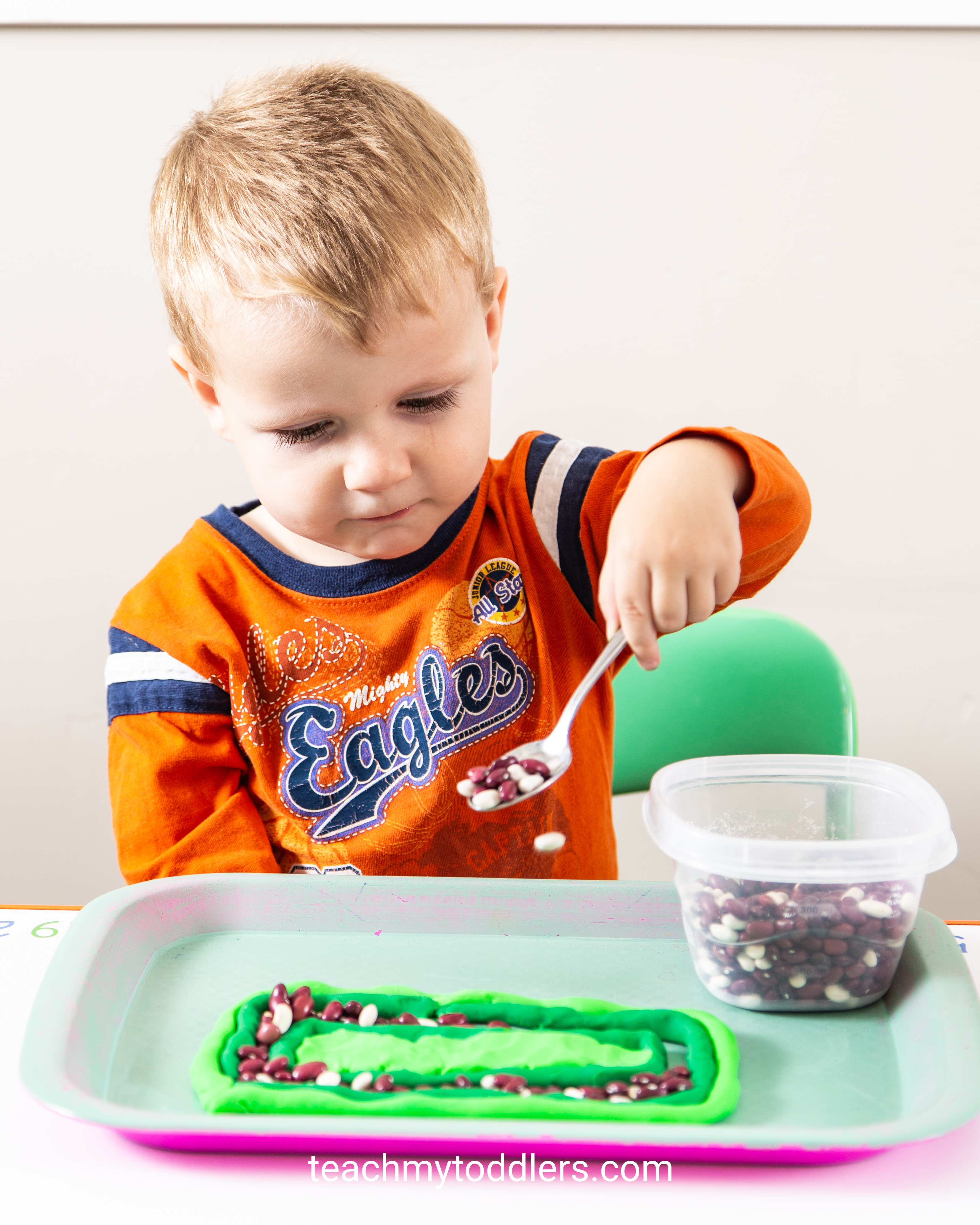 Find out how to use these rectangle trays to teach your toddlers shapes