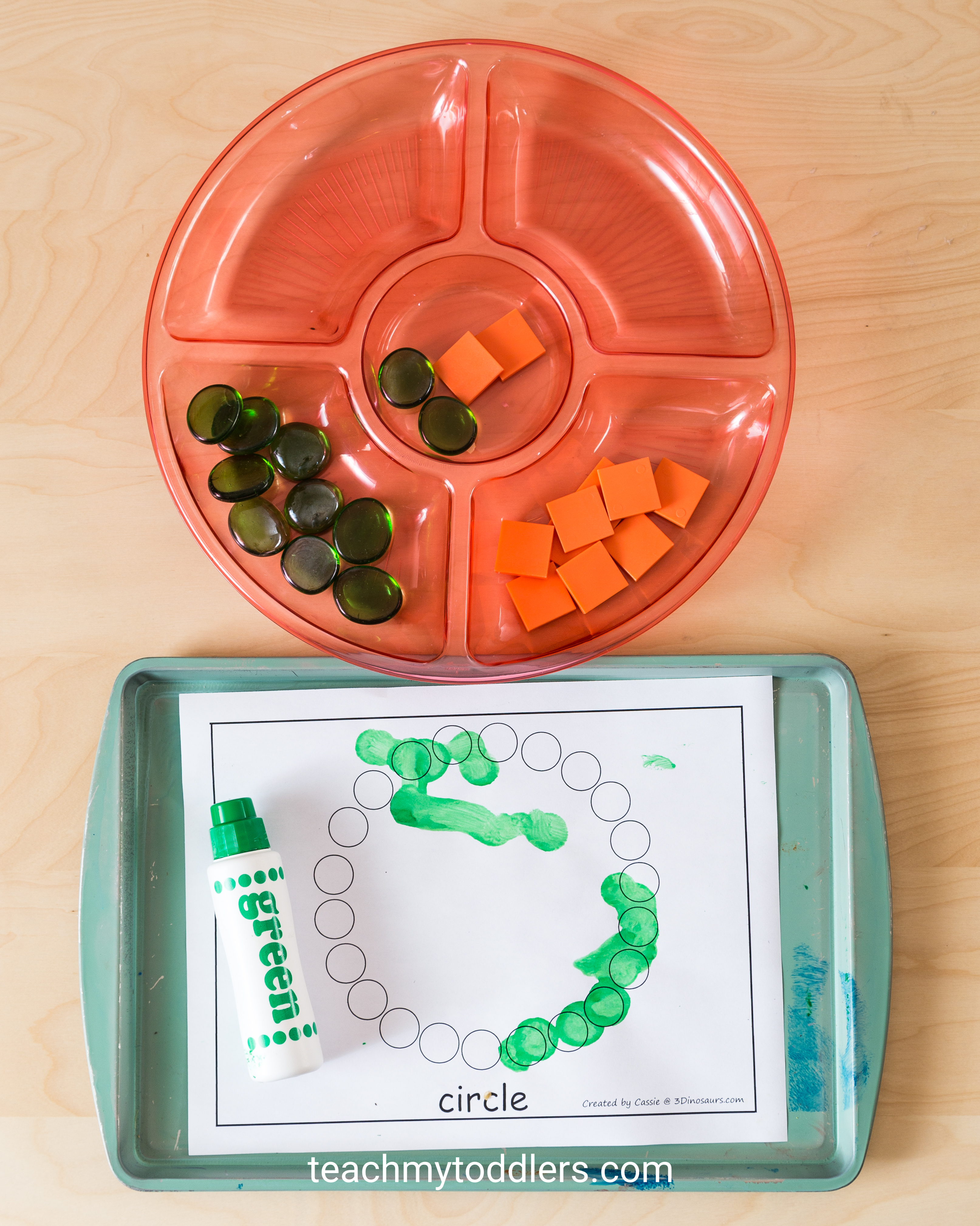 Learn how to use these circle trays to teach toddlers shapes