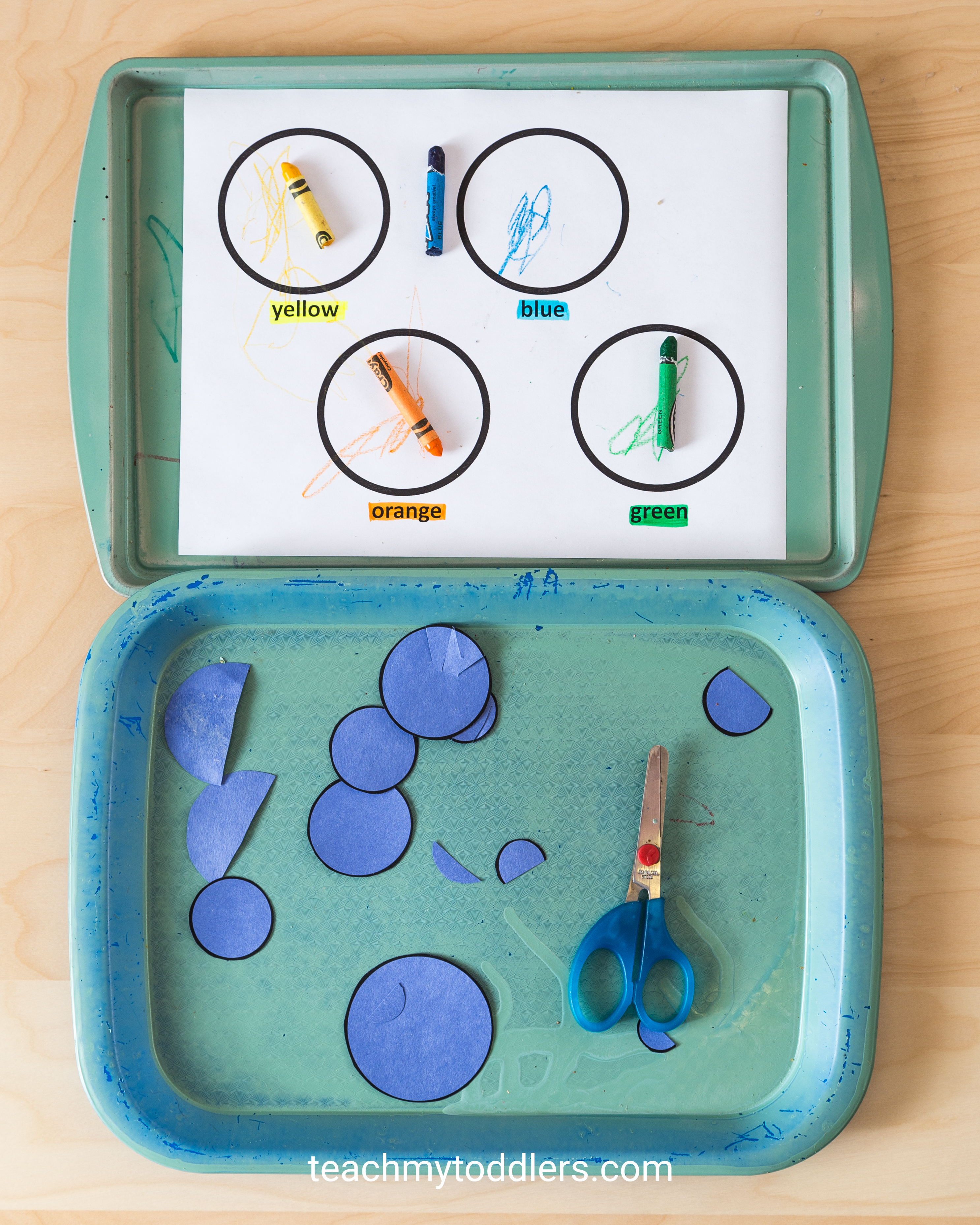 Learn how to use these circle trays to teach your toddlers shapes