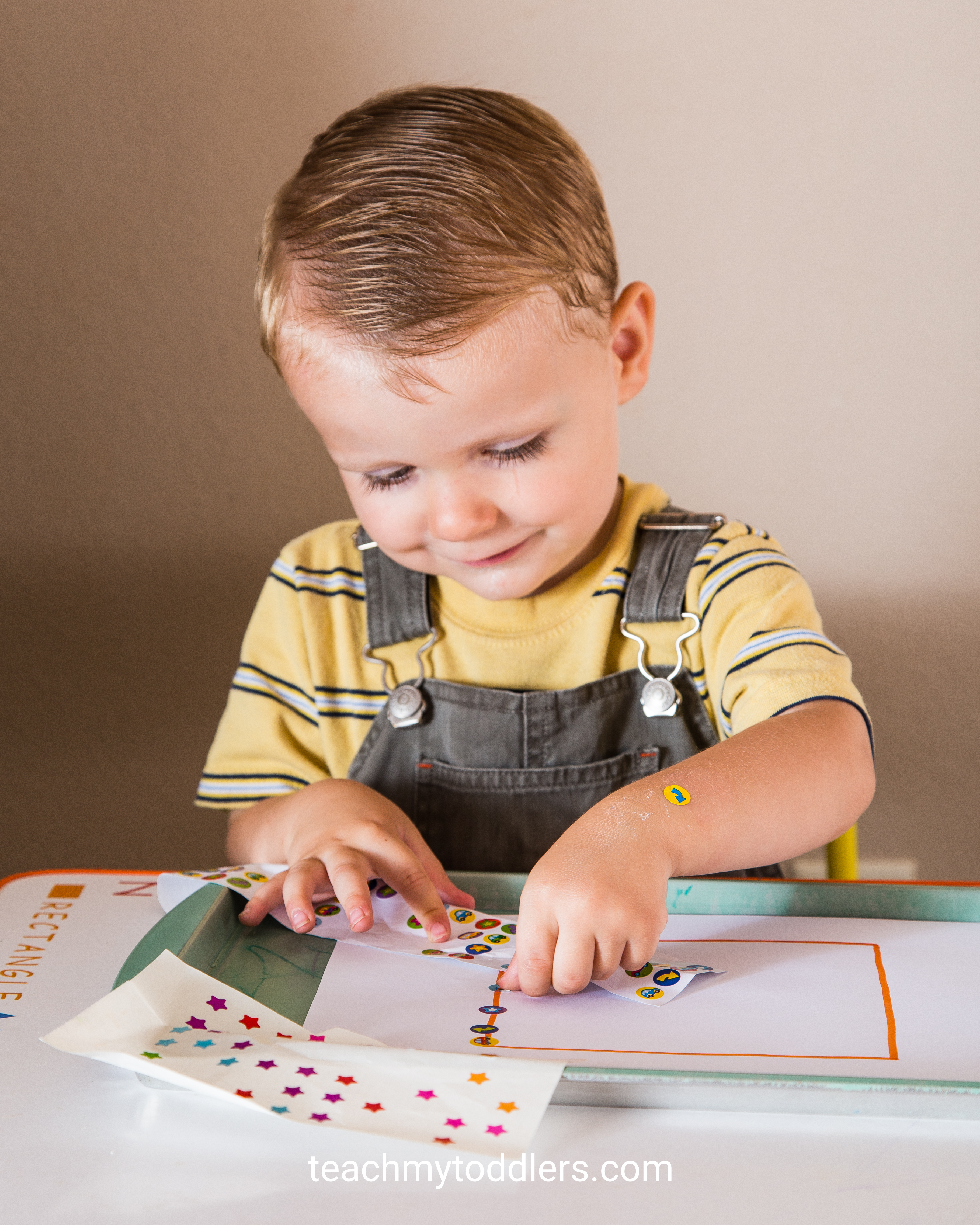 These square trays are so exciting to use to teach your toddlers shapes
