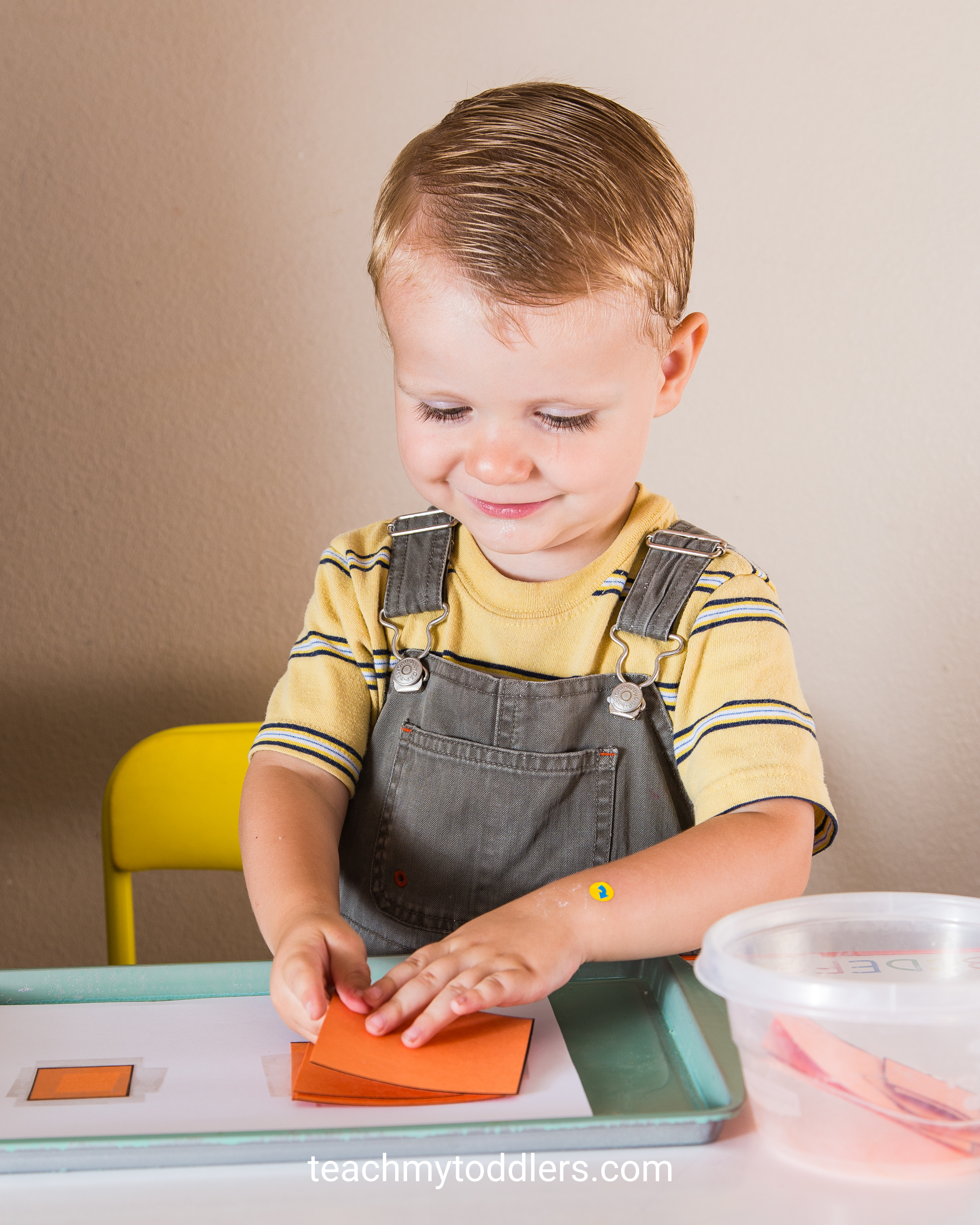 These square trays are so fun to use to teach your toddlers shapes