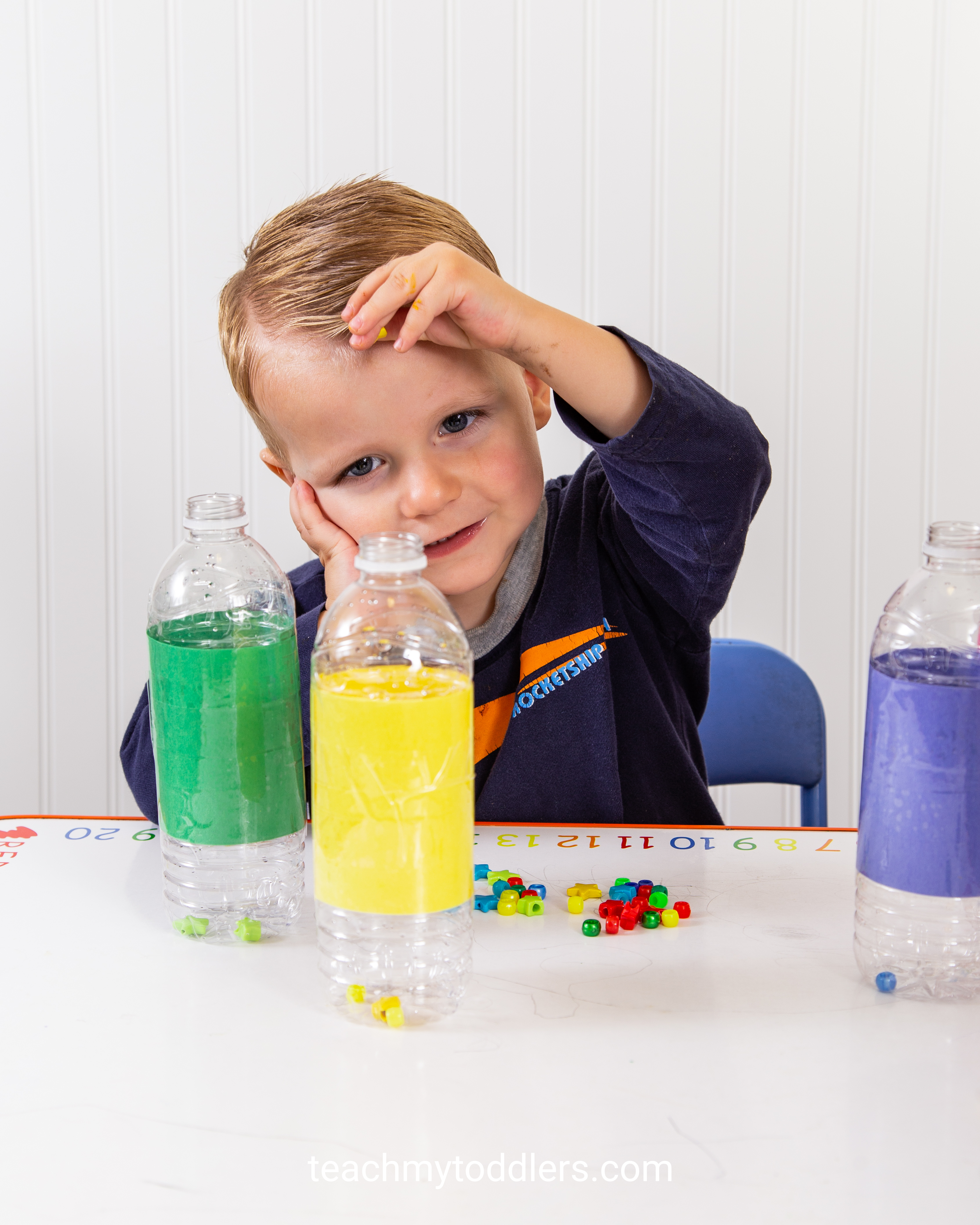 A fun game to teach your toddlers colors using beads and water bottles