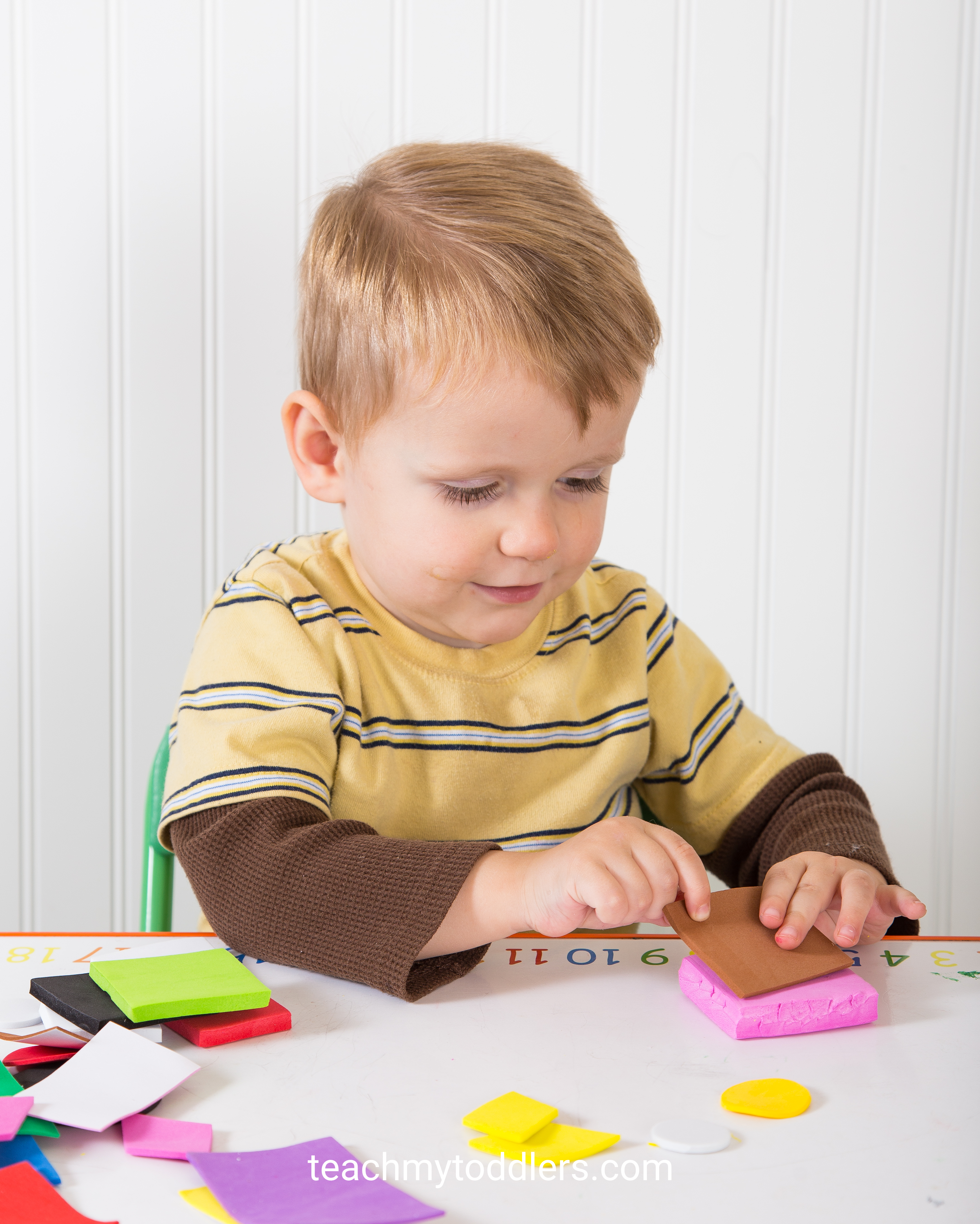 This is a fun idea to teach your toddlers shapes with this sorting game