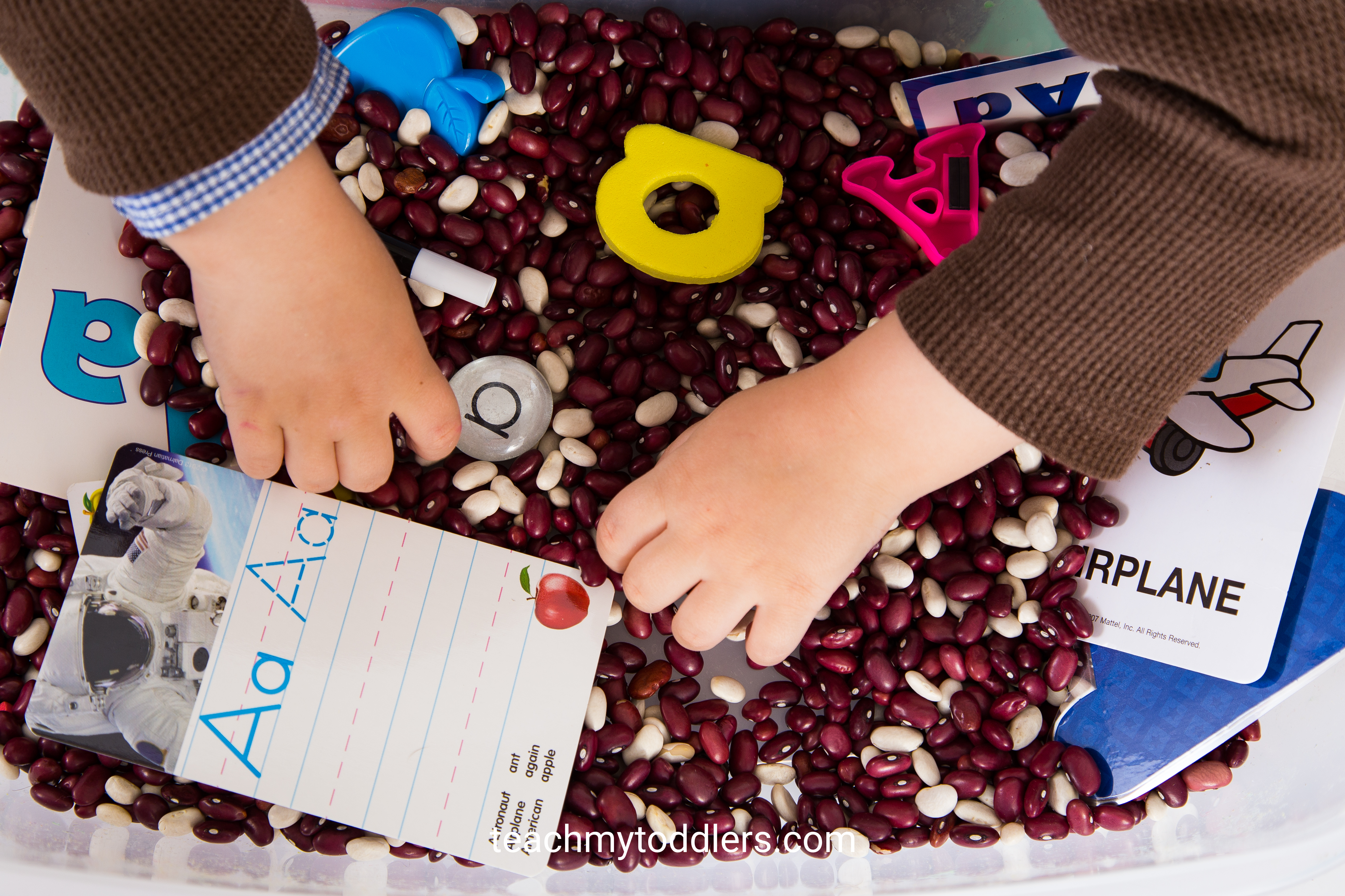 Teach toddlers letters using this abc sensory bin letter game