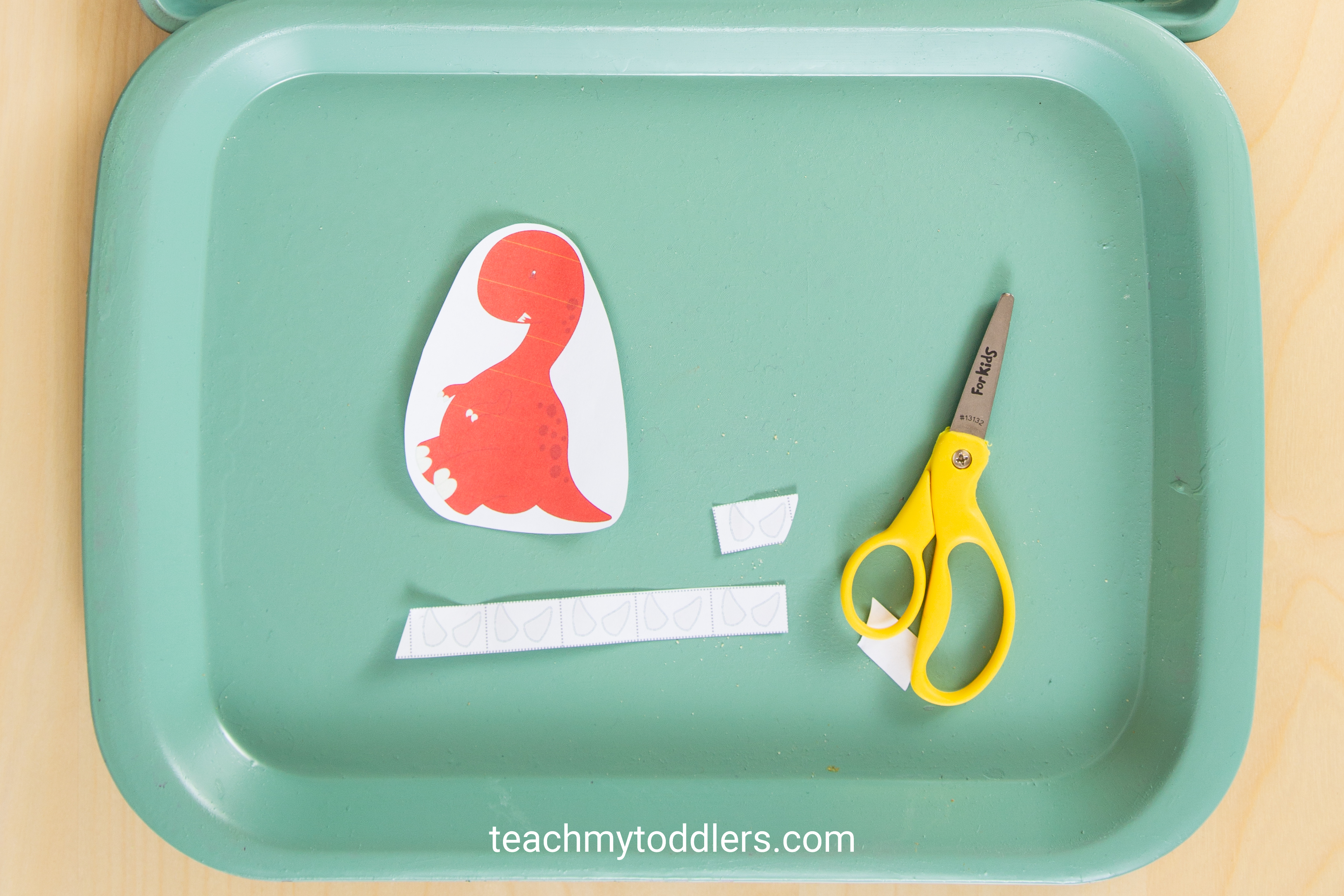 These toddler trays are great for teaching toddler the letter e is for extinct